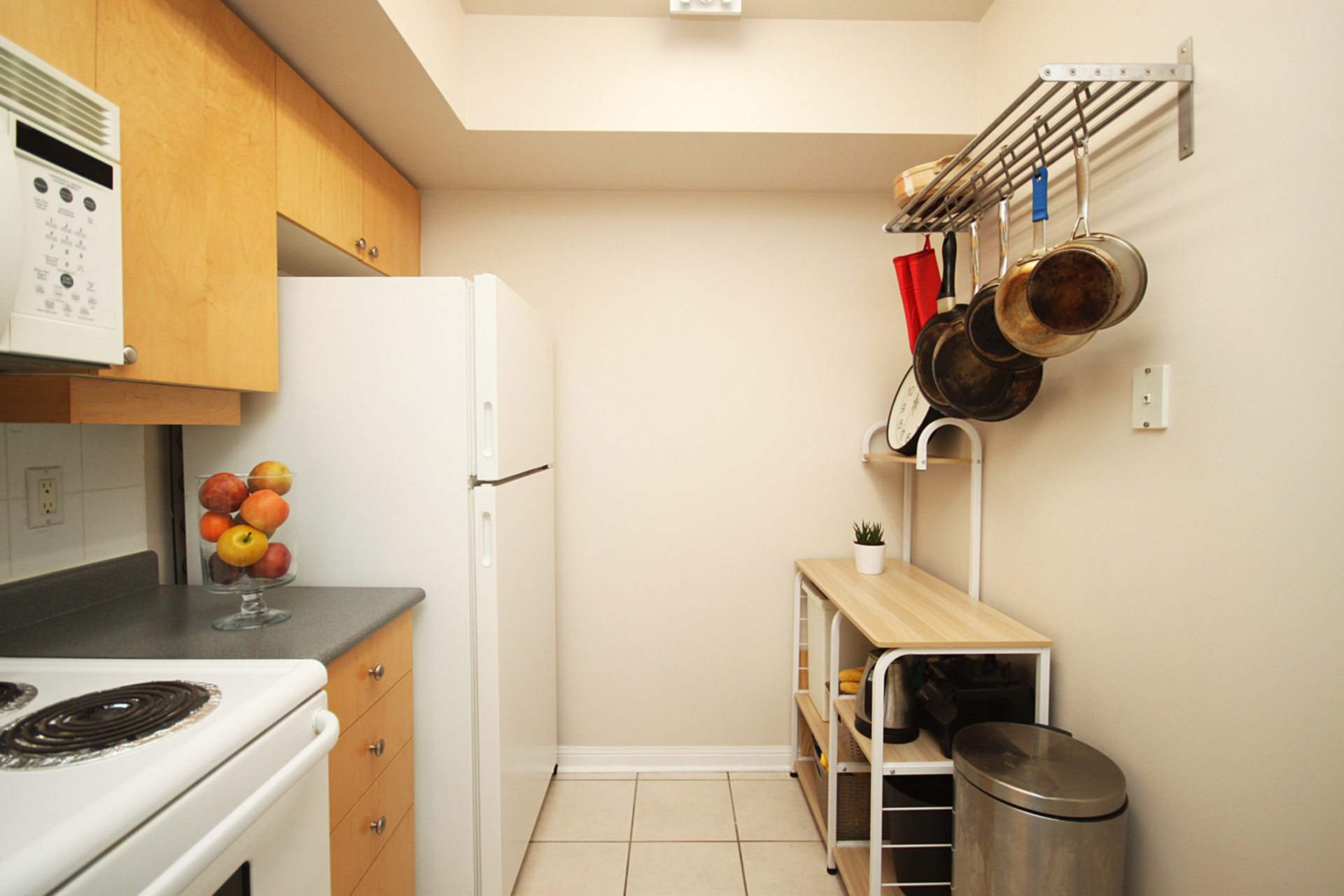 Kitchen at 1016 - 5 Everson Drive, Willowdale East, Toronto