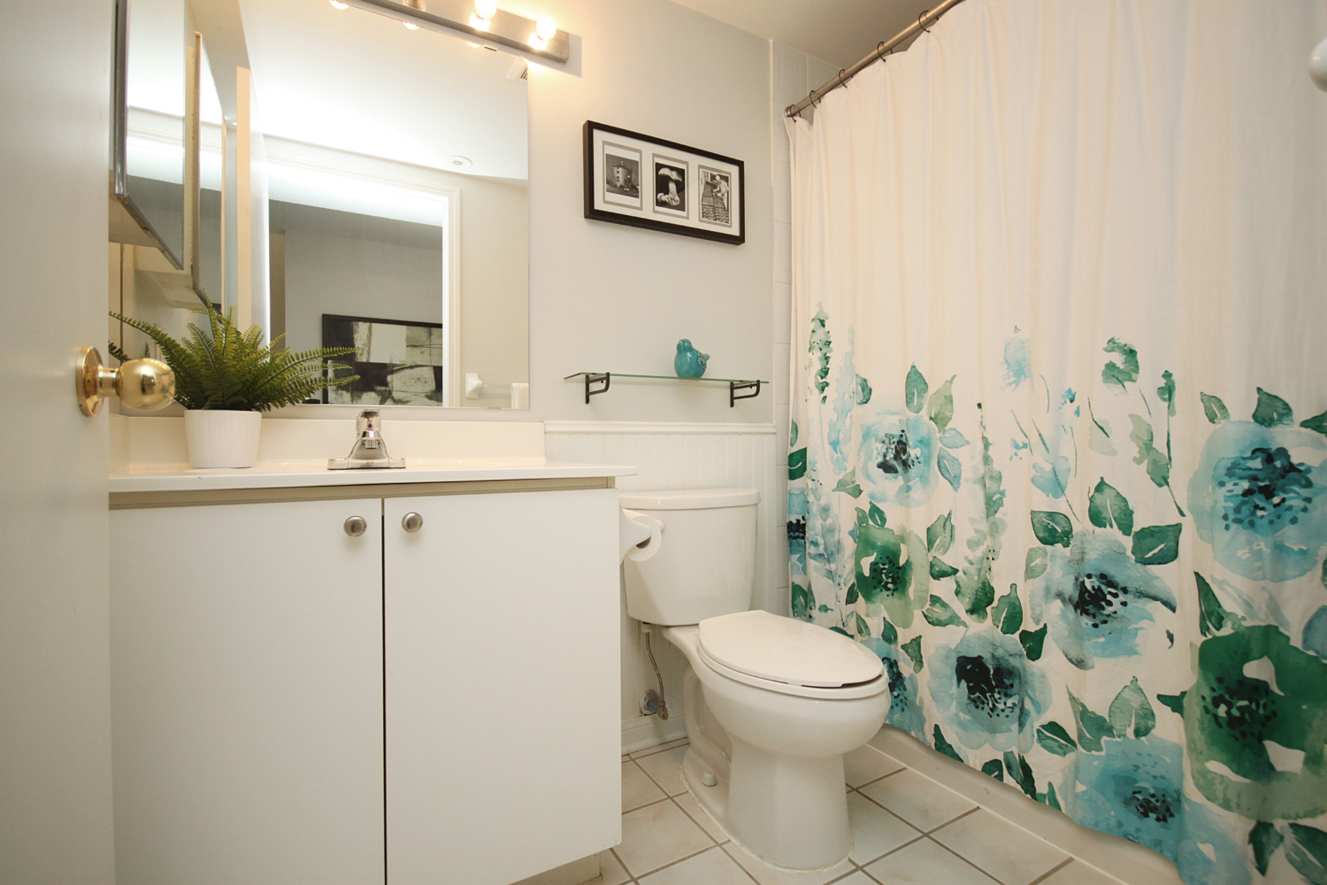 4 Piece Bathroom at 1016 - 5 Everson Drive, Willowdale East, Toronto