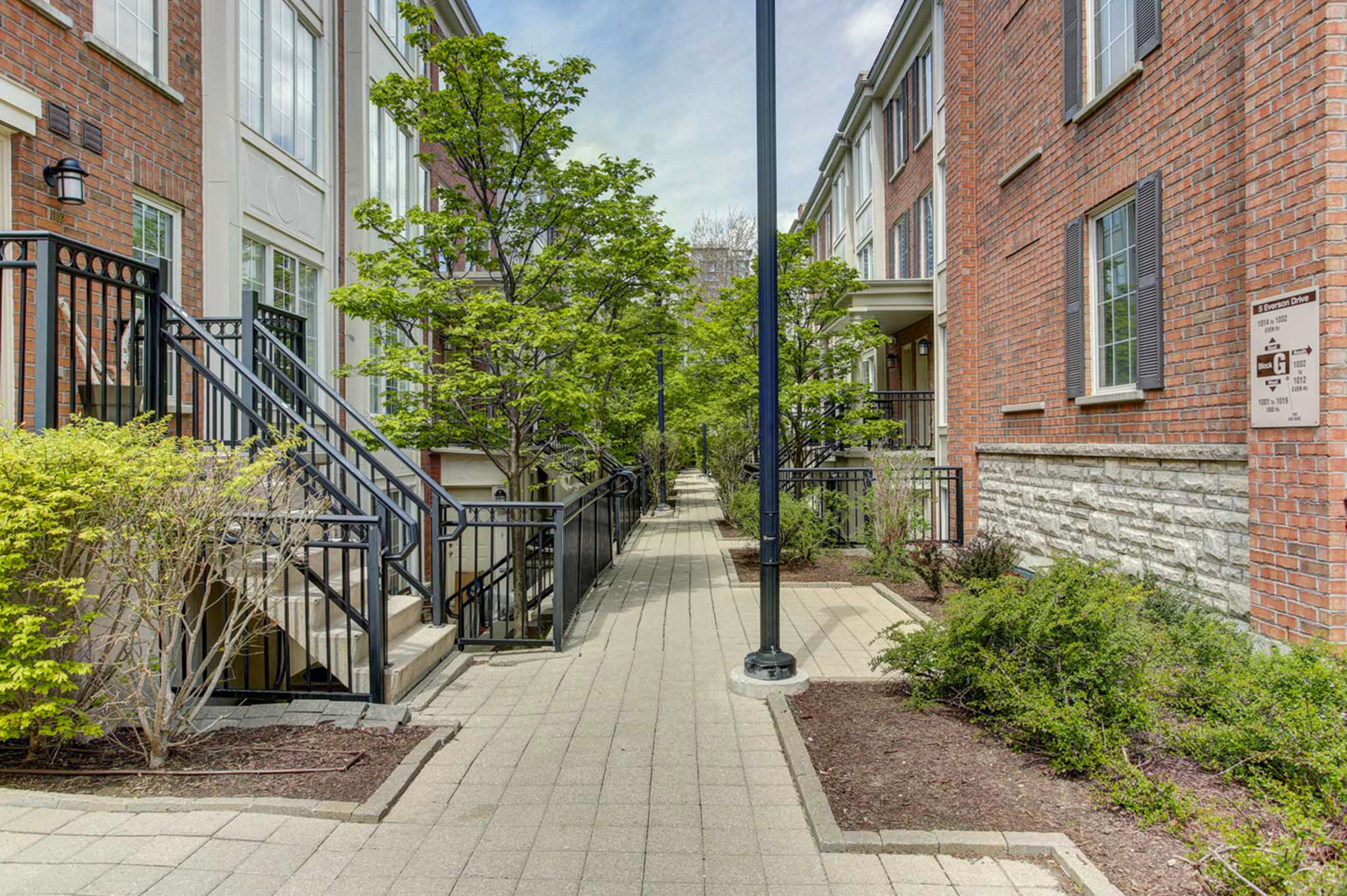 Walkway at 1016 - 5 Everson Drive, Willowdale East, Toronto
