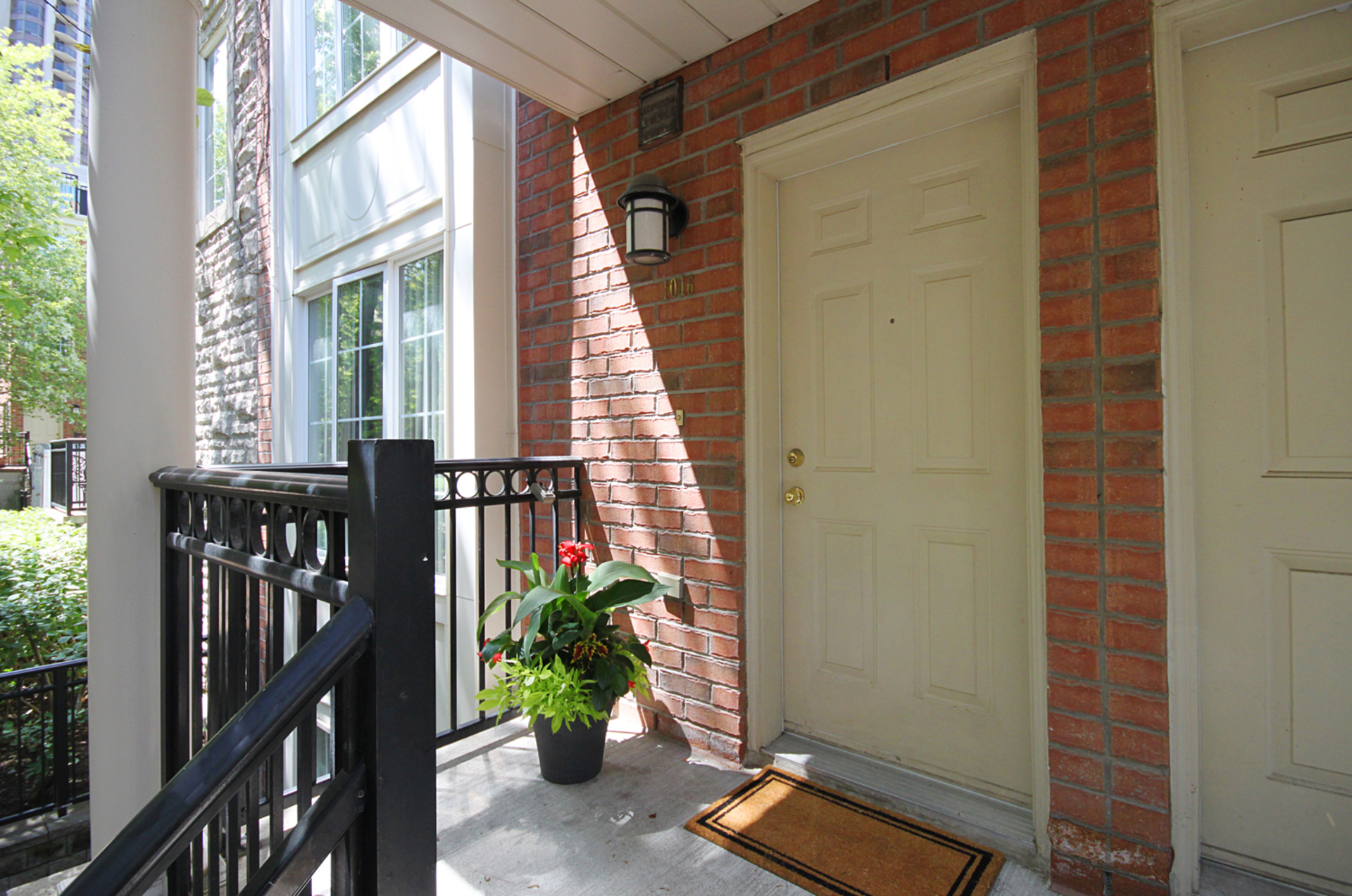 Front at 1016 - 5 Everson Drive, Willowdale East, Toronto