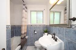 4 Piece Bathroom at 8 Dukinfield Crescent, Parkwoods-Donalda, Toronto