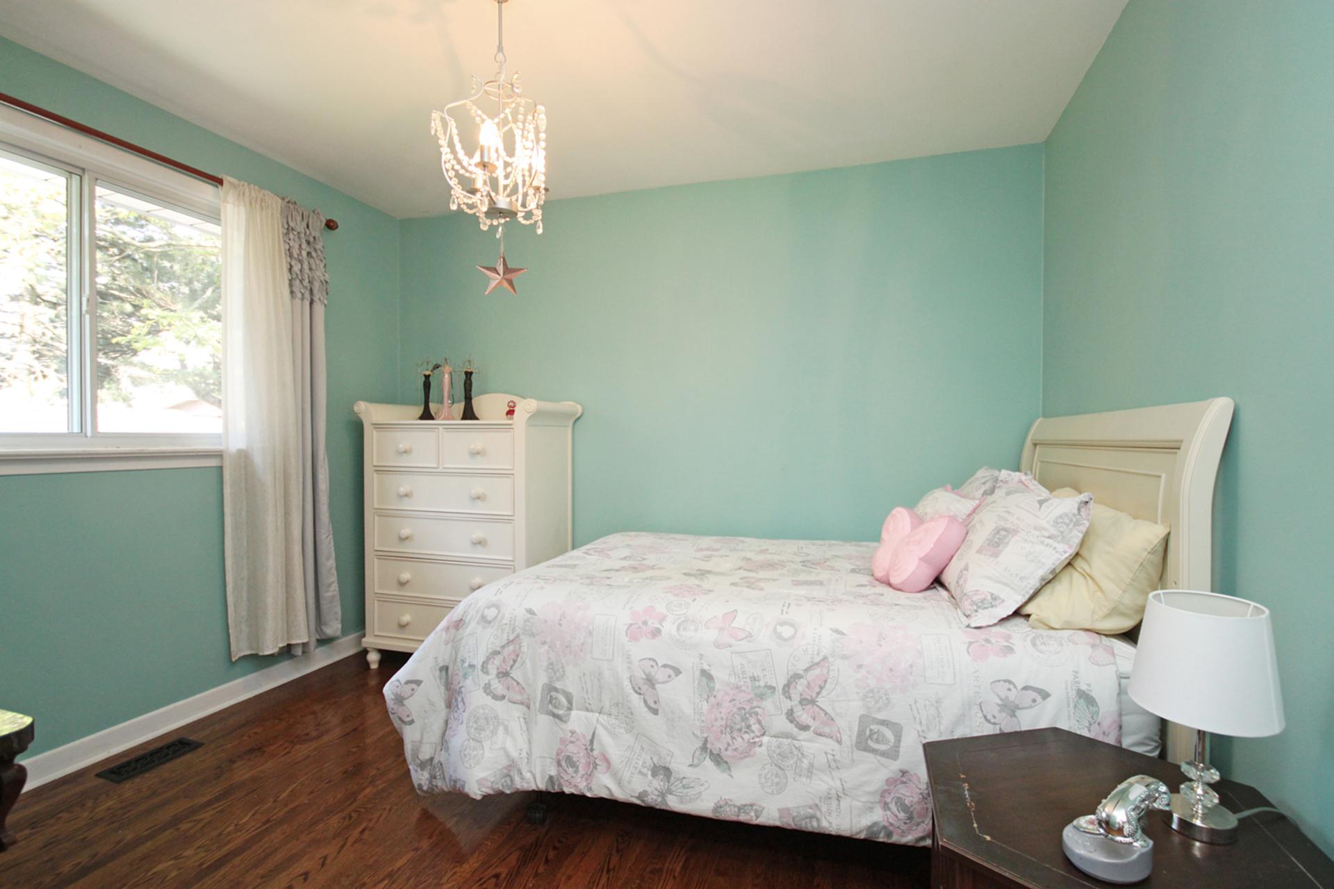 Bedroom at 8 Dukinfield Crescent, Parkwoods-Donalda, Toronto