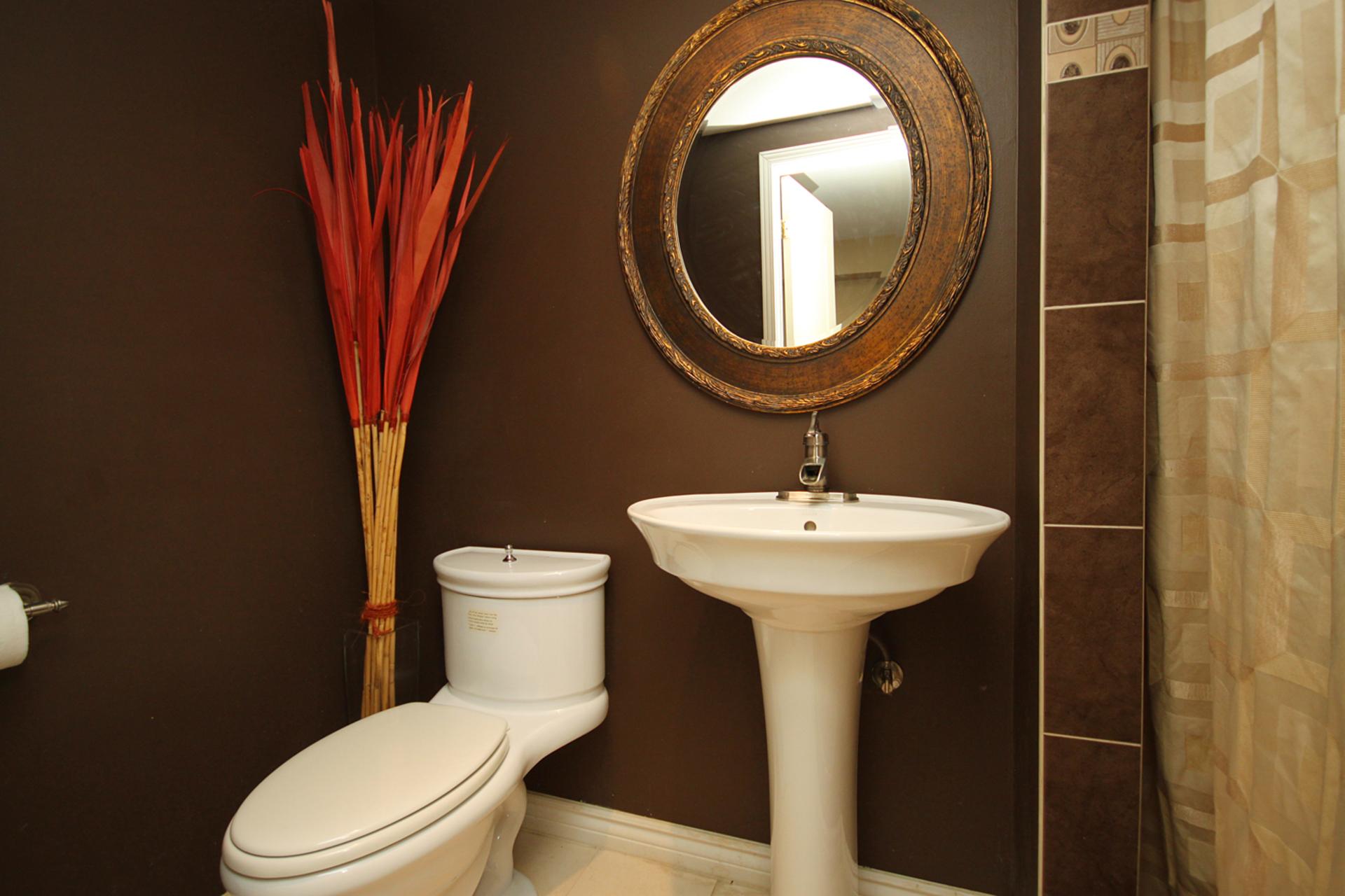 2 PIece Bathroom at 8 Dukinfield Crescent, Parkwoods-Donalda, Toronto
