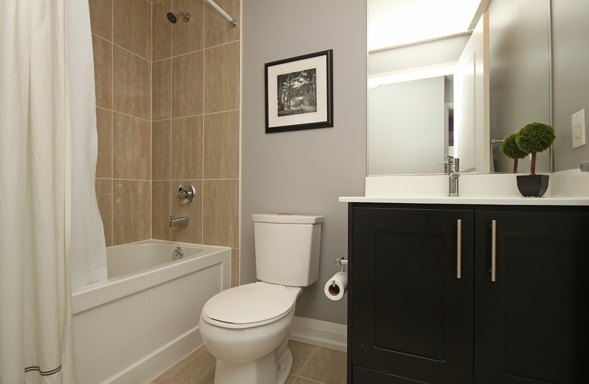 3 Piece Ensuite Bathroom at 405 - 85 The Donway West, Banbury-Don Mills, Toronto