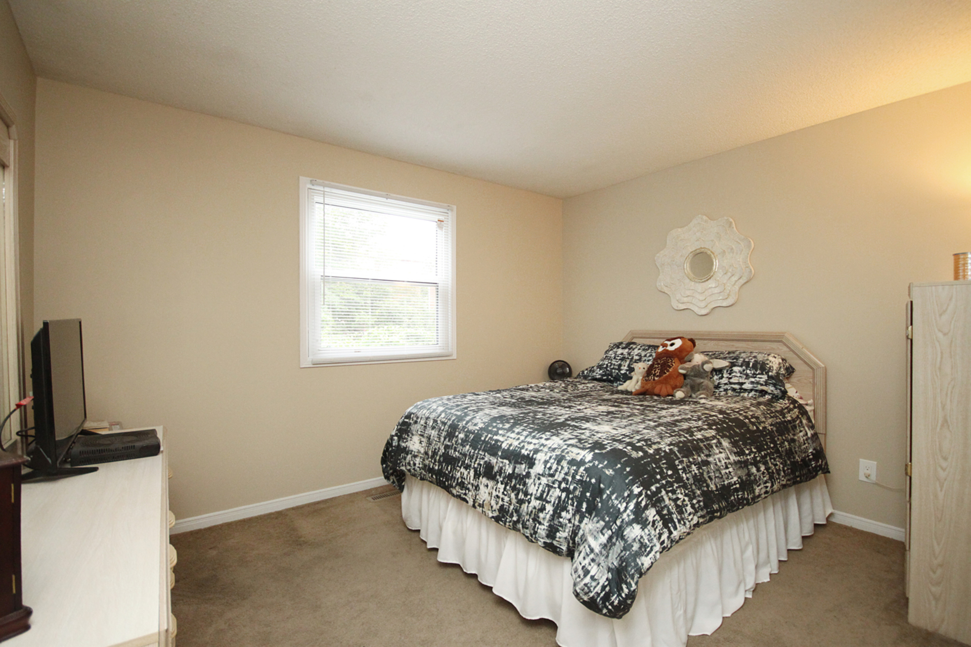 Bedroom at 1182 Maple Gate Road, Liverpool, Pickering