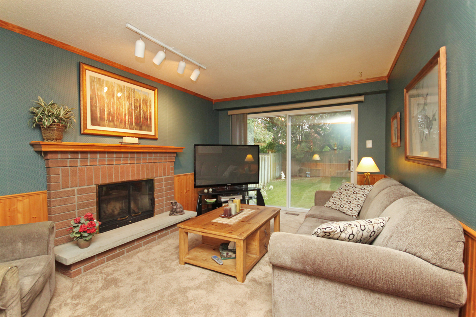 Family Room at 1182 Maple Gate Road, Liverpool, Pickering