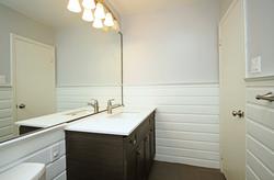 4 Piece Bathroom at 3 - 54 Three Valleys Drive, Parkwoods-Donalda, Toronto