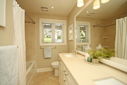 5 Piece Bathroom at 1 Groveland Crescent, Parkwoods-Donalda, Toronto