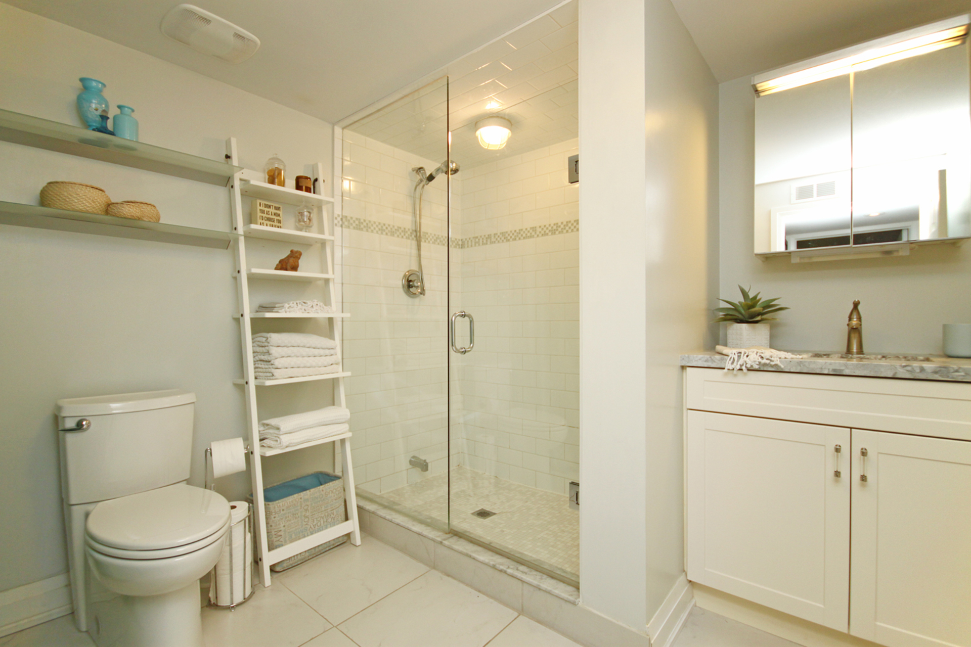 3 Piece Bathroom at 1 Groveland Crescent, Parkwoods-Donalda, Toronto