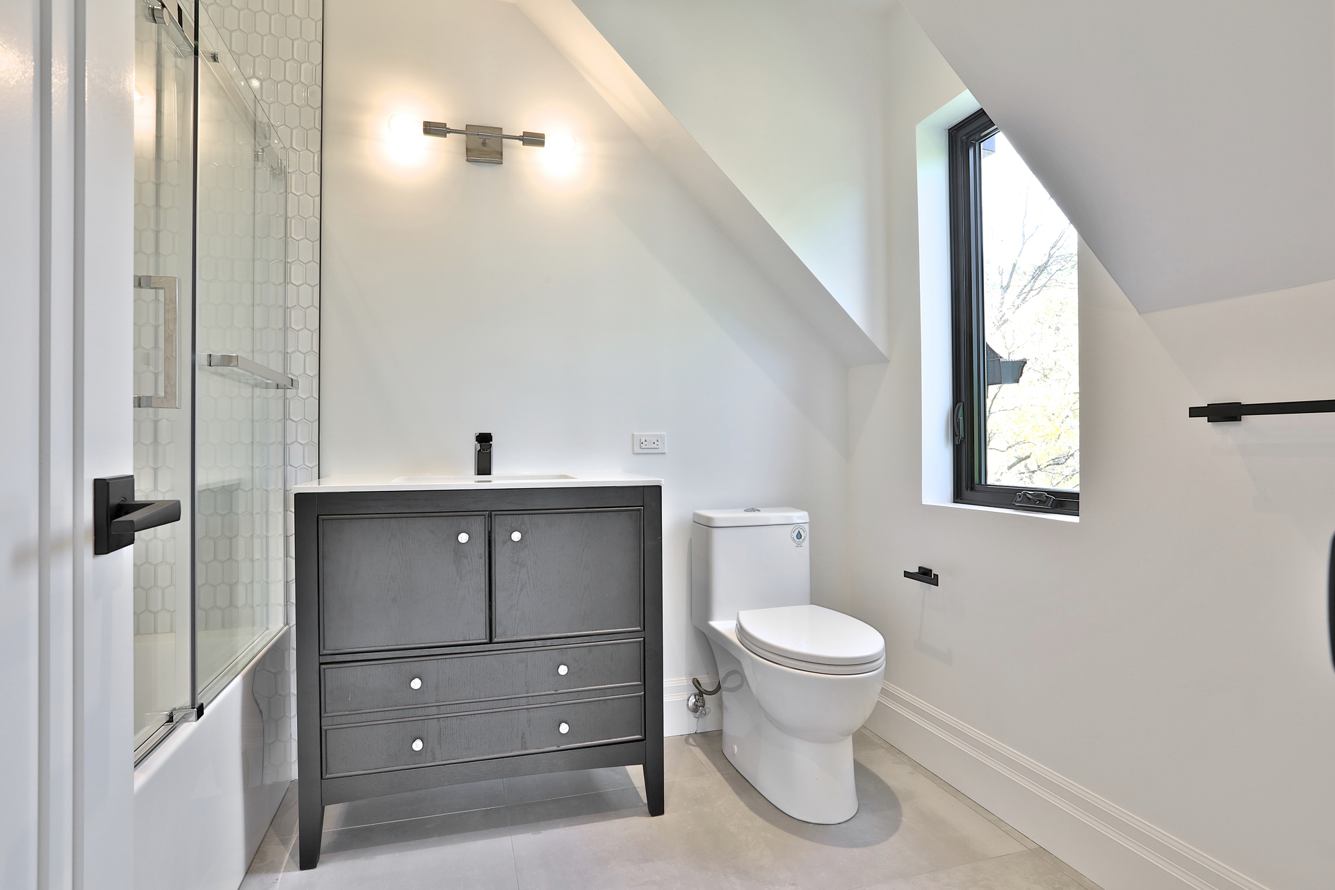 4 Piece Ensuite Bathroom at 47 Yorkview Drive, Willowdale West, Toronto