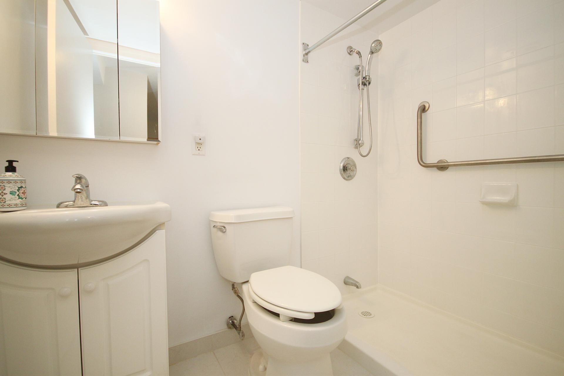 3 Piece Bathroom at 1704 - 1350 York Mills Road, Parkwoods-Donalda, Toronto