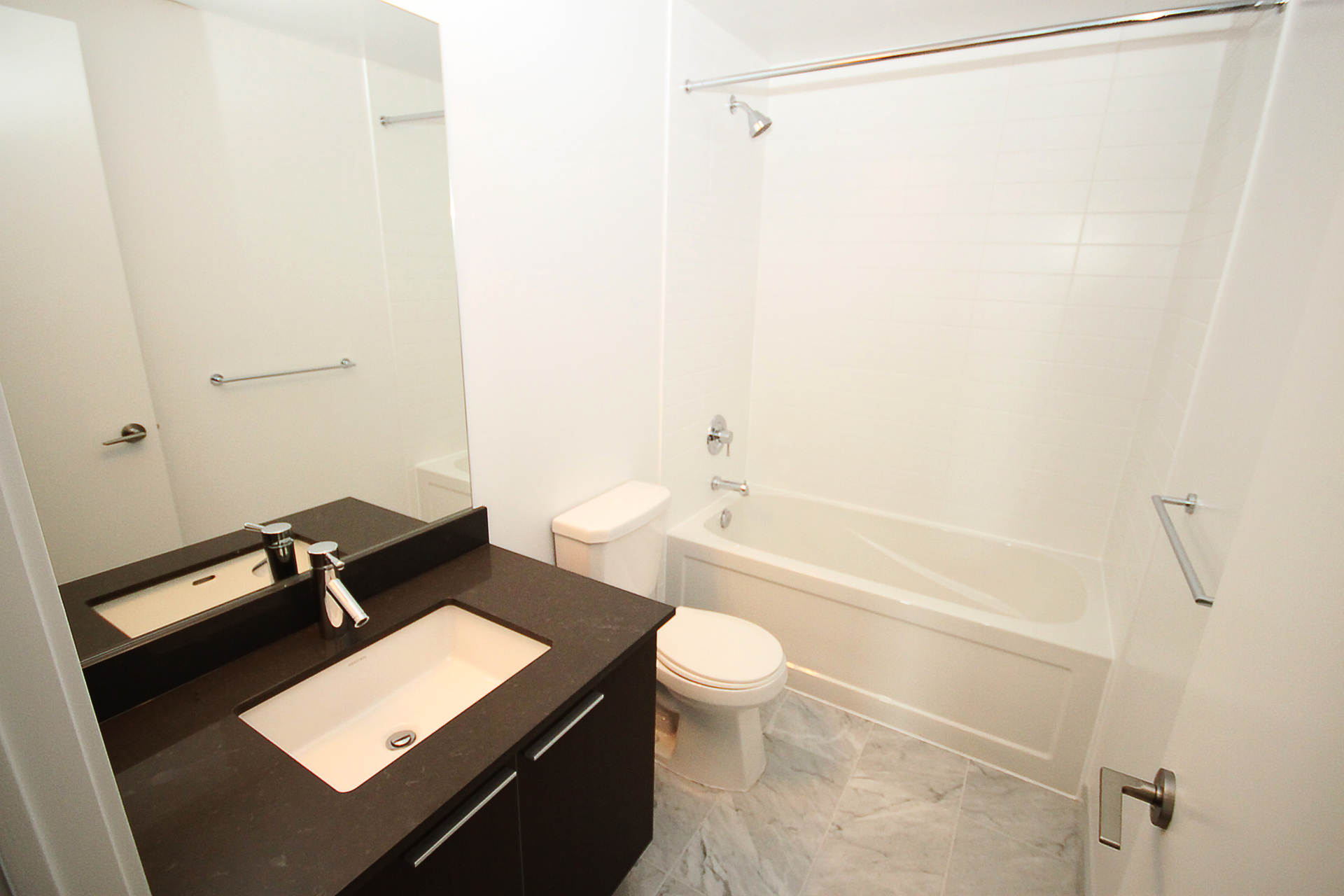 4 Piece Bathroom at 4009 - 10 Park Lawn Road, Mimico, Toronto