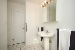 4 Piece Bathroom at 6 Redwillow Drive, Parkwoods-Donalda, Toronto