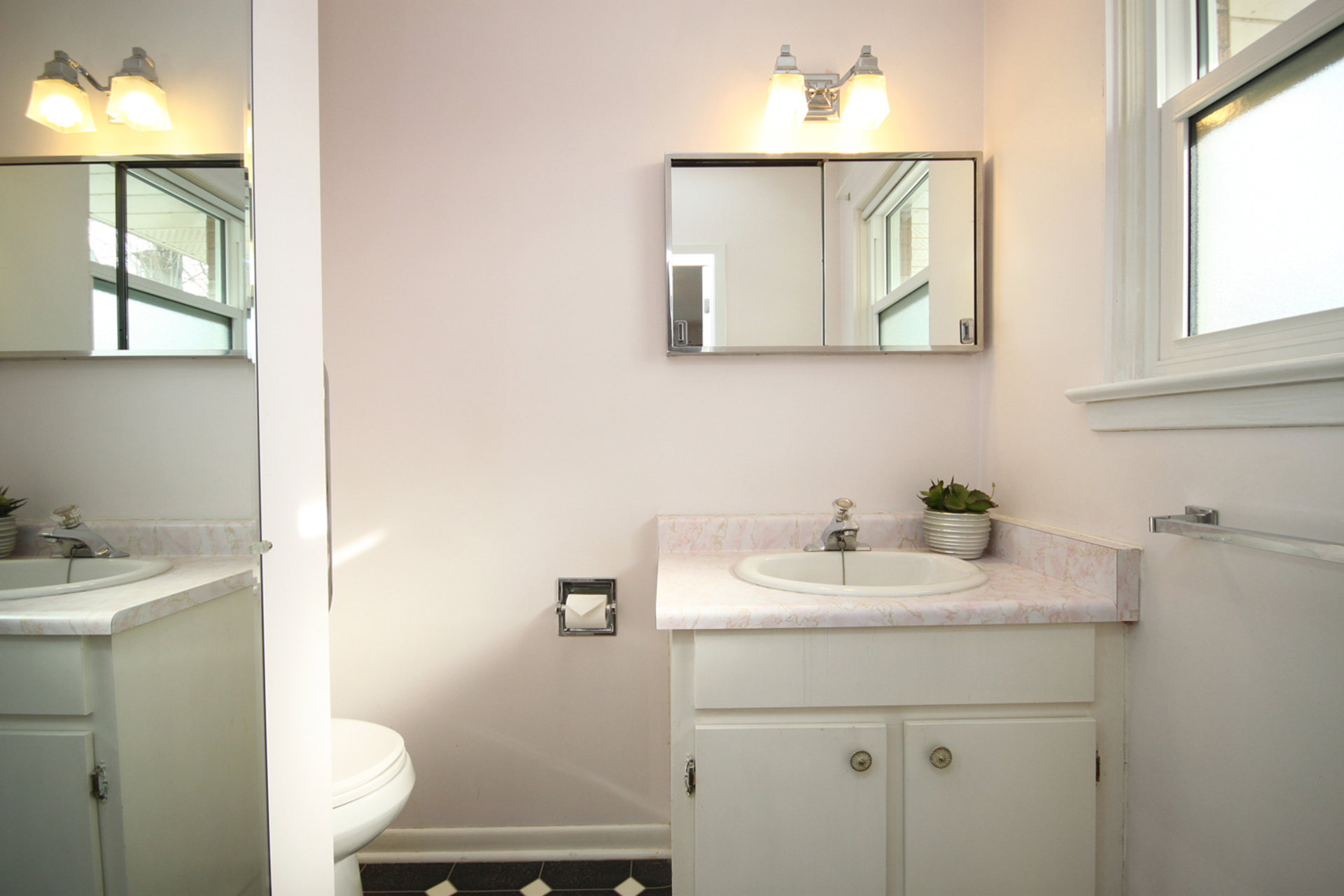 2 Piece Ensuite Bathroom at 6 Redwillow Drive, Parkwoods-Donalda, Toronto