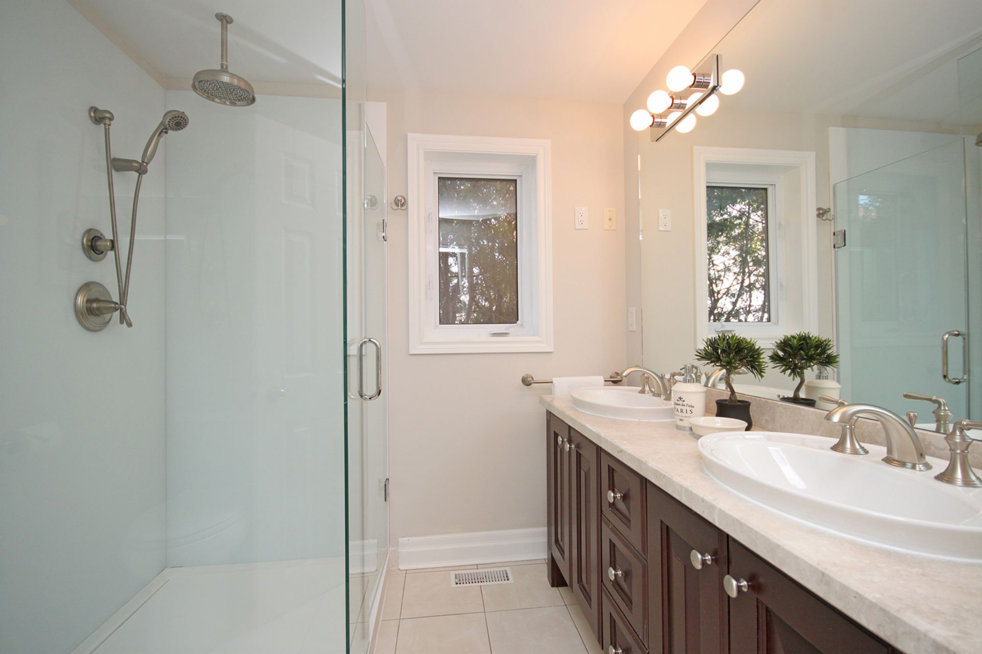 4 Piece Bathroom at 21 Kestell Lane, Parkwoods-Donalda, Toronto