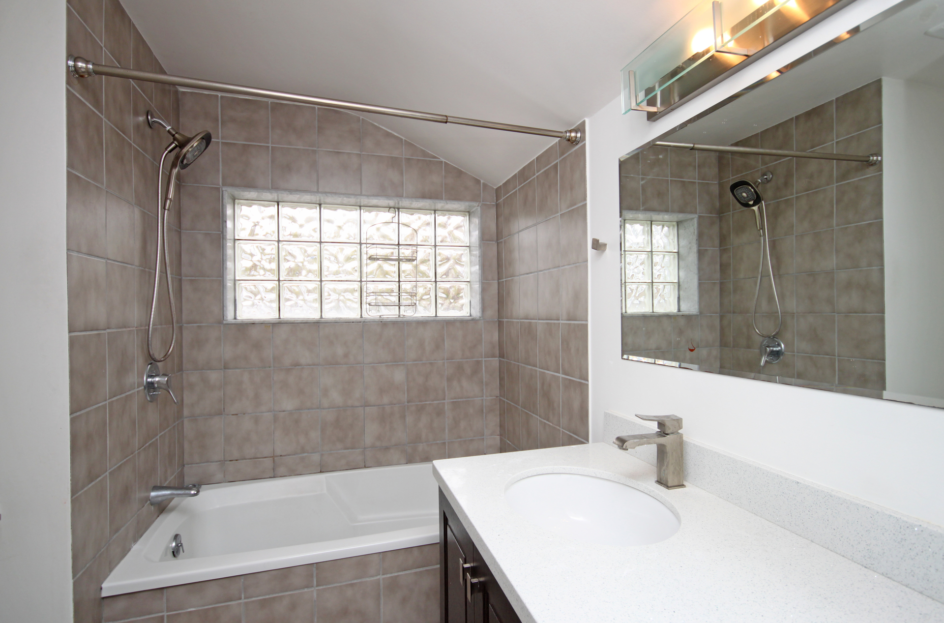 4 Piece Bathroom at 151 Three Valleys Drive, Parkwoods-Donalda, Toronto