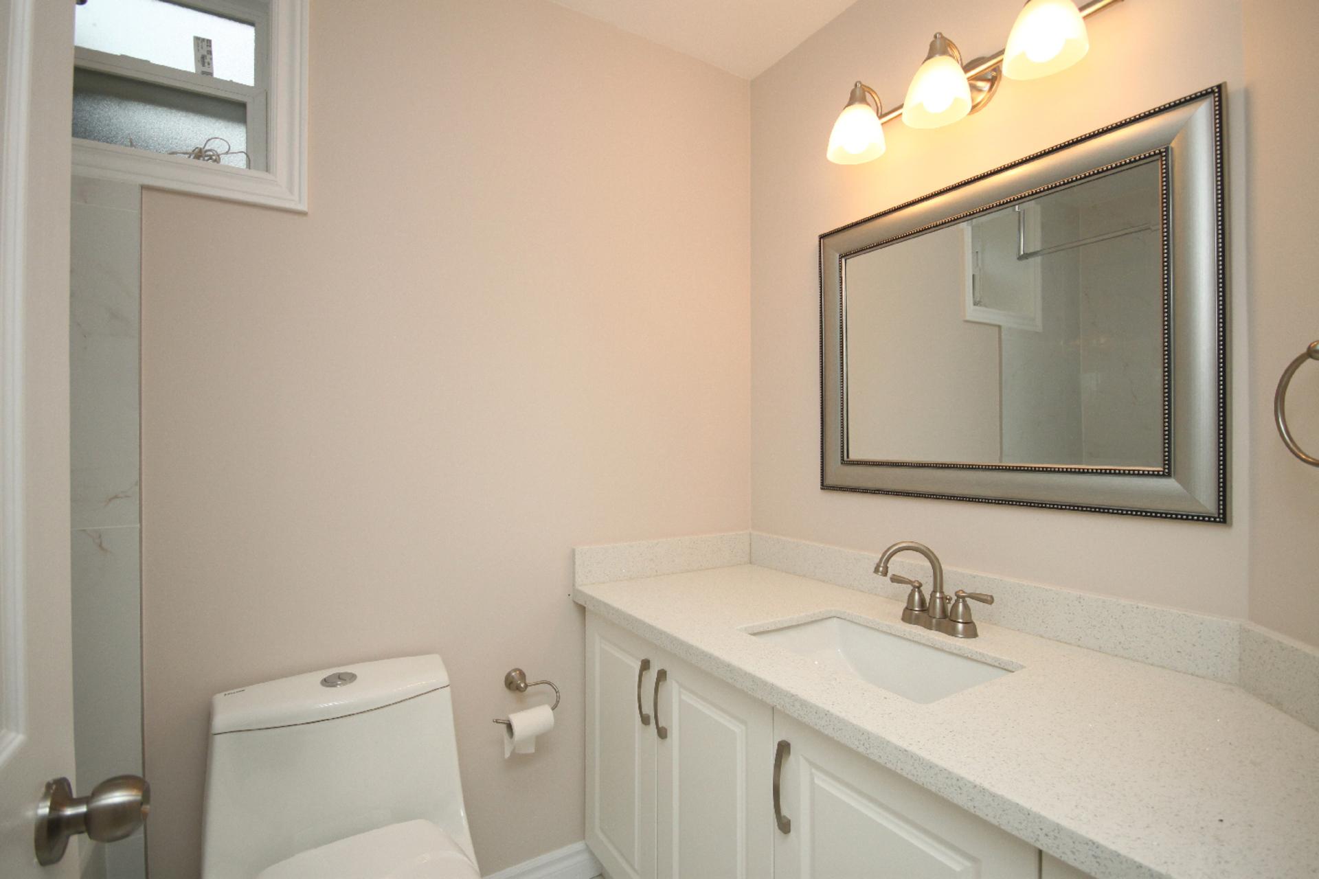 4 Piece Bathroom at 11 Tetbury Crescent, Parkwoods-Donalda, Toronto