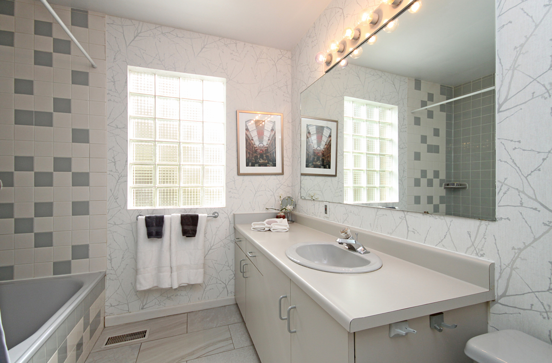 4 Piece Bathroom at 10 North Hills Terrace, Banbury-Don Mills, Toronto