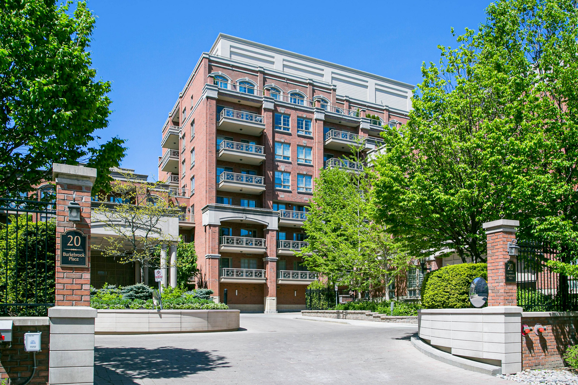 Front at 302 - 20 Burkebrook Place, Bridle Path-Sunnybrook-York Mills, Toronto