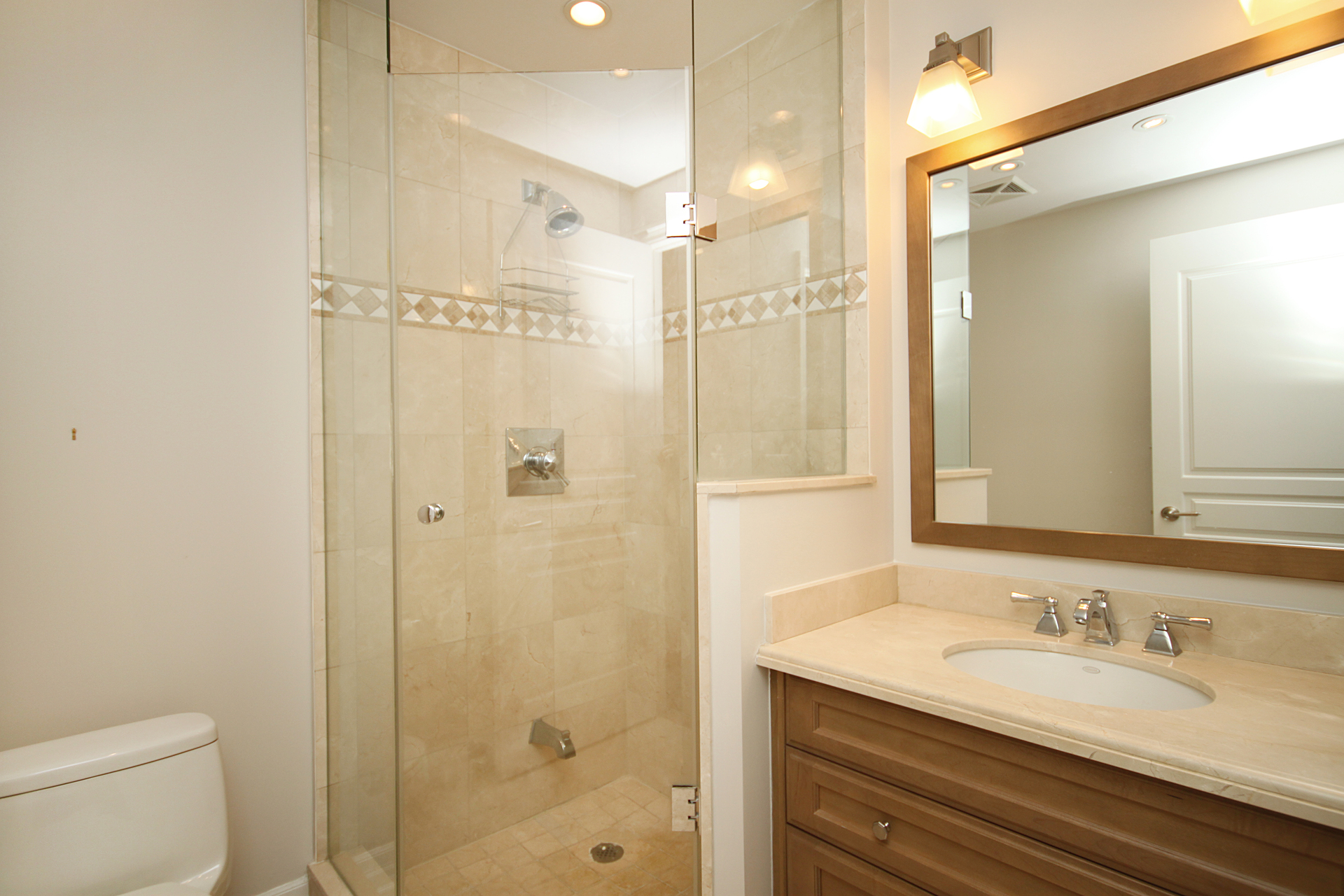 3 Piece Bathroom at 302 - 20 Burkebrook Place, Bridle Path-Sunnybrook-York Mills, Toronto
