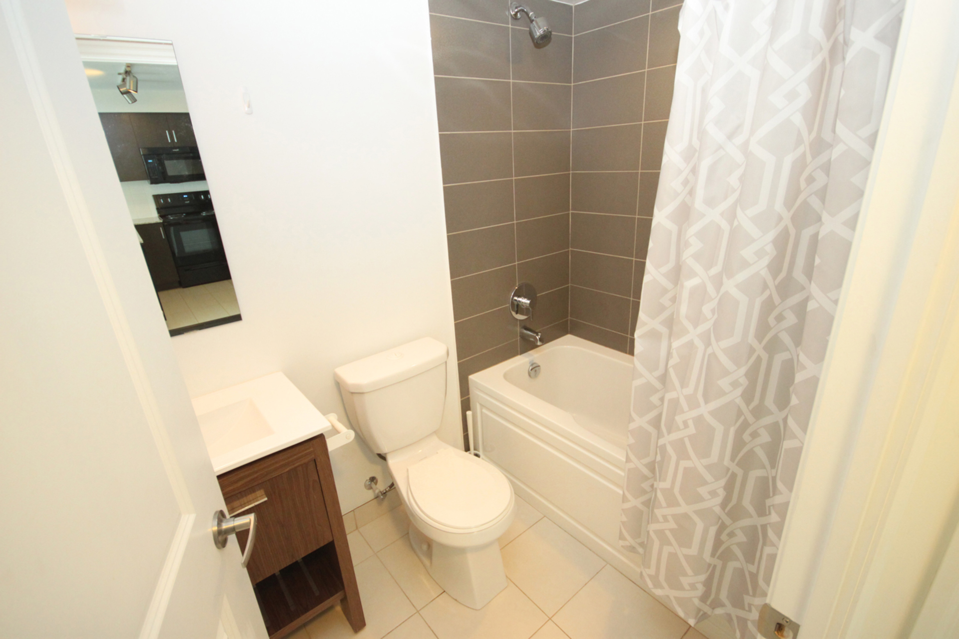 4 Piece Bathroom at 817 - 80 Esther  Lorrie Drive, West Humber-Clairville, Toronto