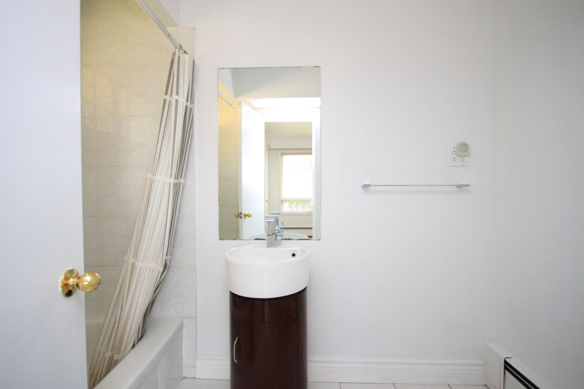 4 Piece Ensuite Bathroom at 103 Laurentide Drive, Parkwoods-Donalda, Toronto