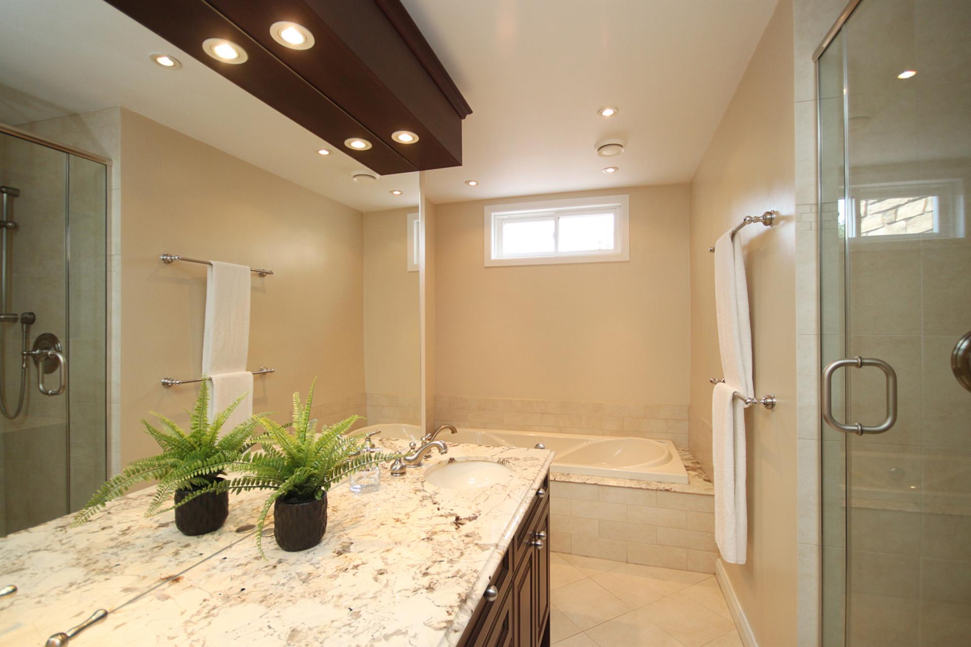5 Piece Bathroom at 12 Summerton Place, Tam O\'Shanter-Sullivan, Toronto