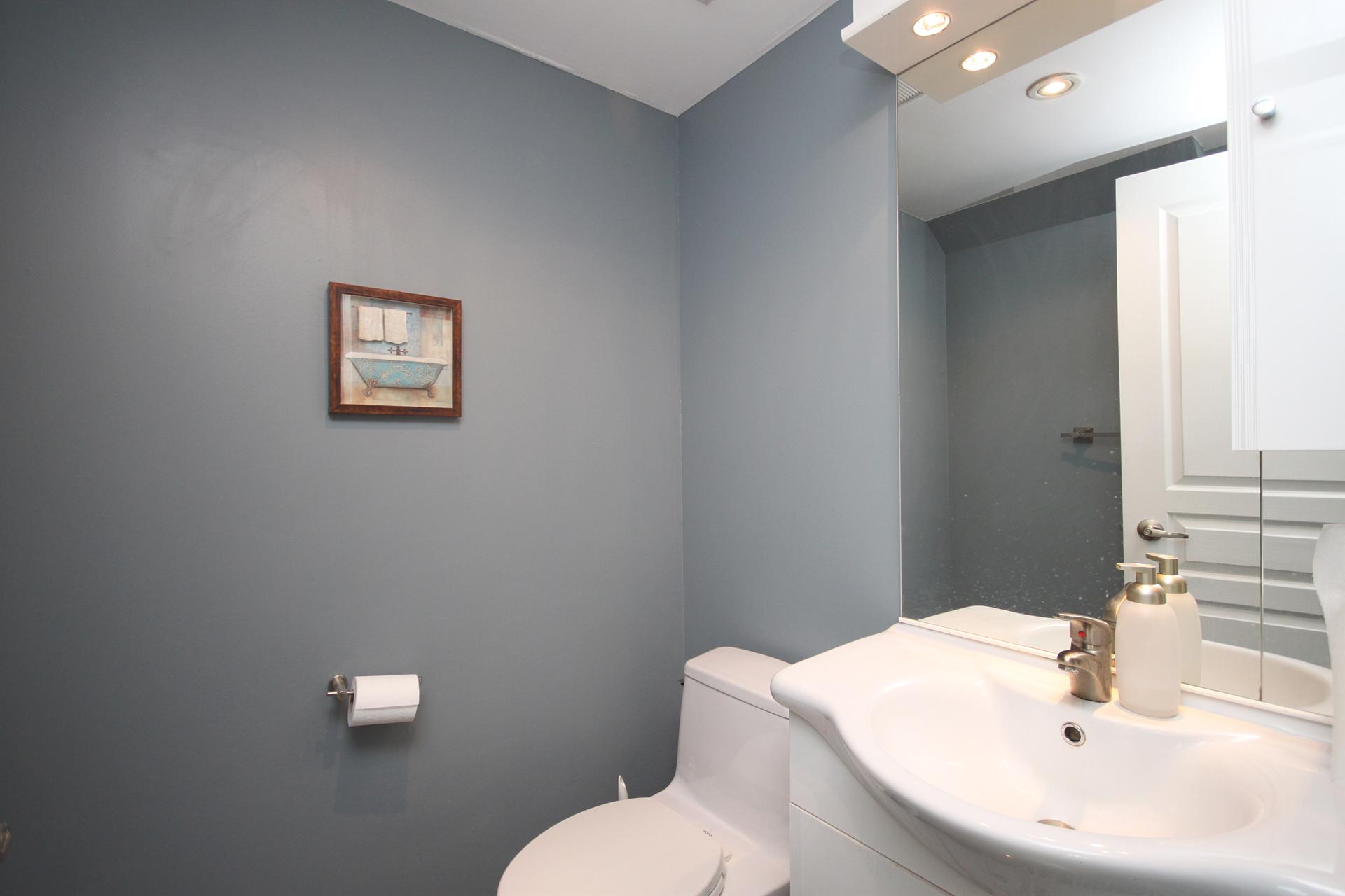 2 Piece Bathroom at 906 - 1 Avondale Avenue, Willowdale East, Toronto
