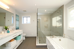 5 Piece Ensuite Bathroom at 5 Whitefriars Drive, Parkwoods-Donalda, Toronto