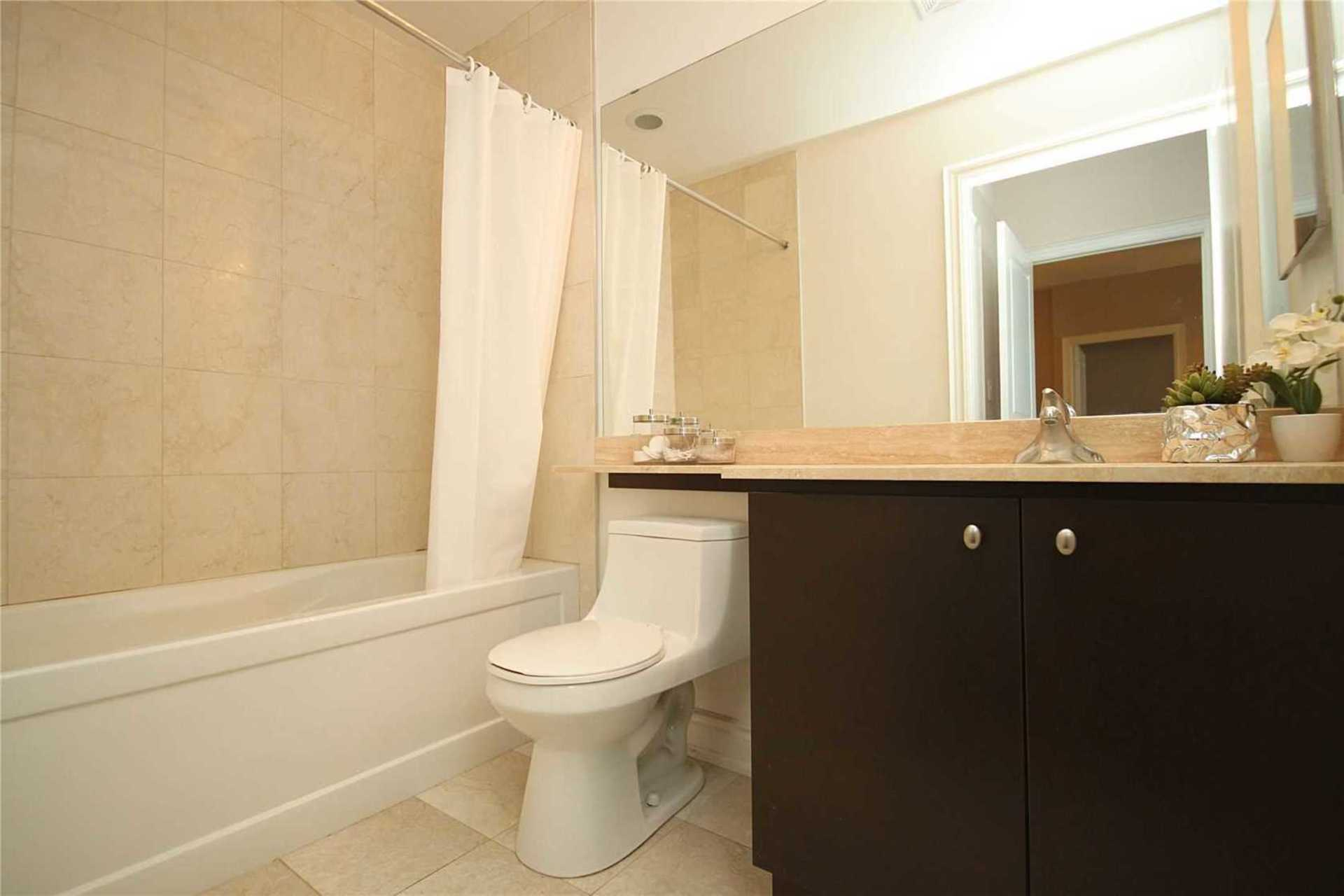 4 Piece Ensuite Bathroom at 1209 - 10 Bloorview Place, Don Valley Village, Toronto