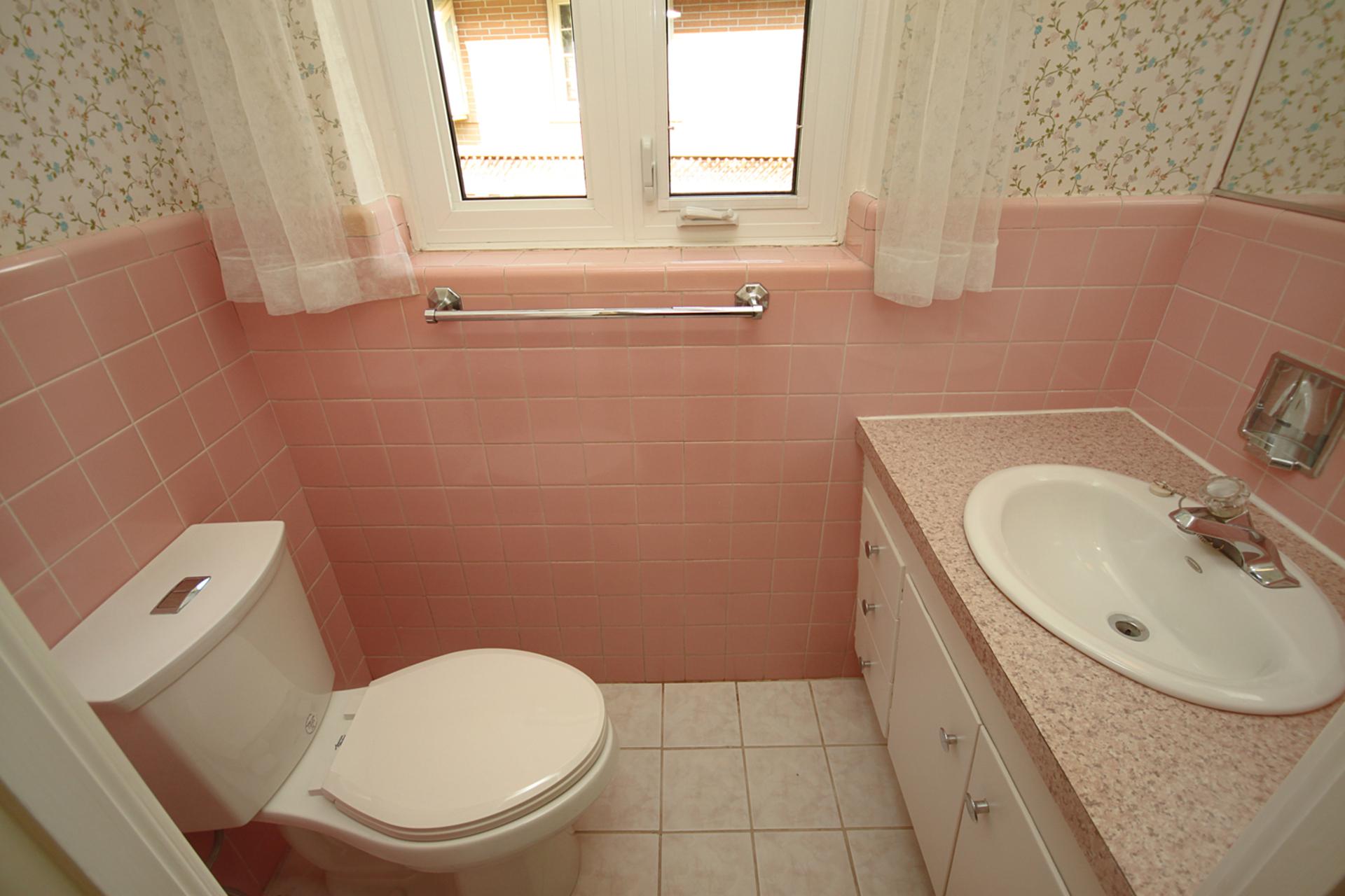 2 Piece Ensuite Bathroom at 29 Groveland Crescent, Parkwoods-Donalda, Toronto