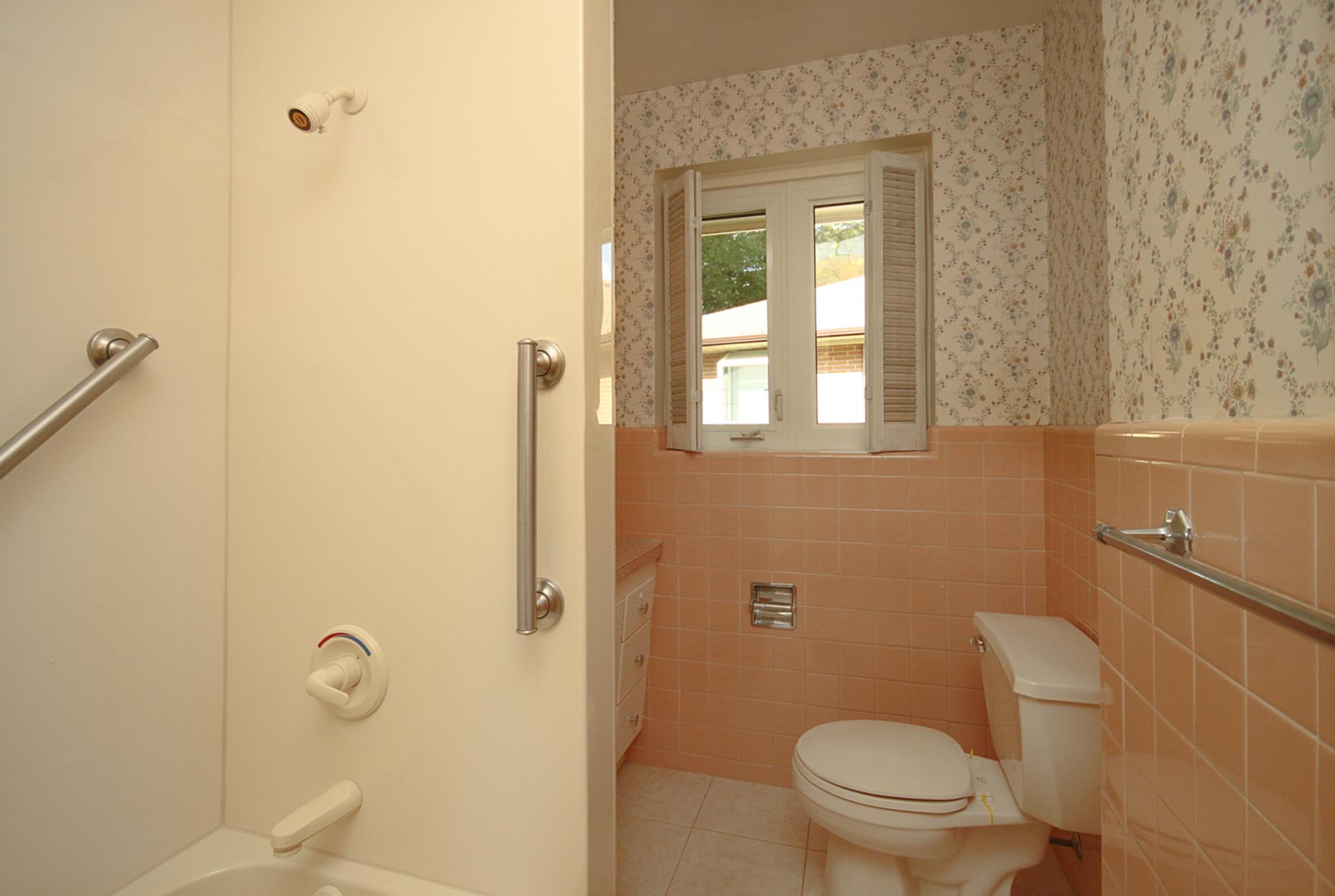 4 Piece Bathroom at 29 Groveland Crescent, Parkwoods-Donalda, Toronto