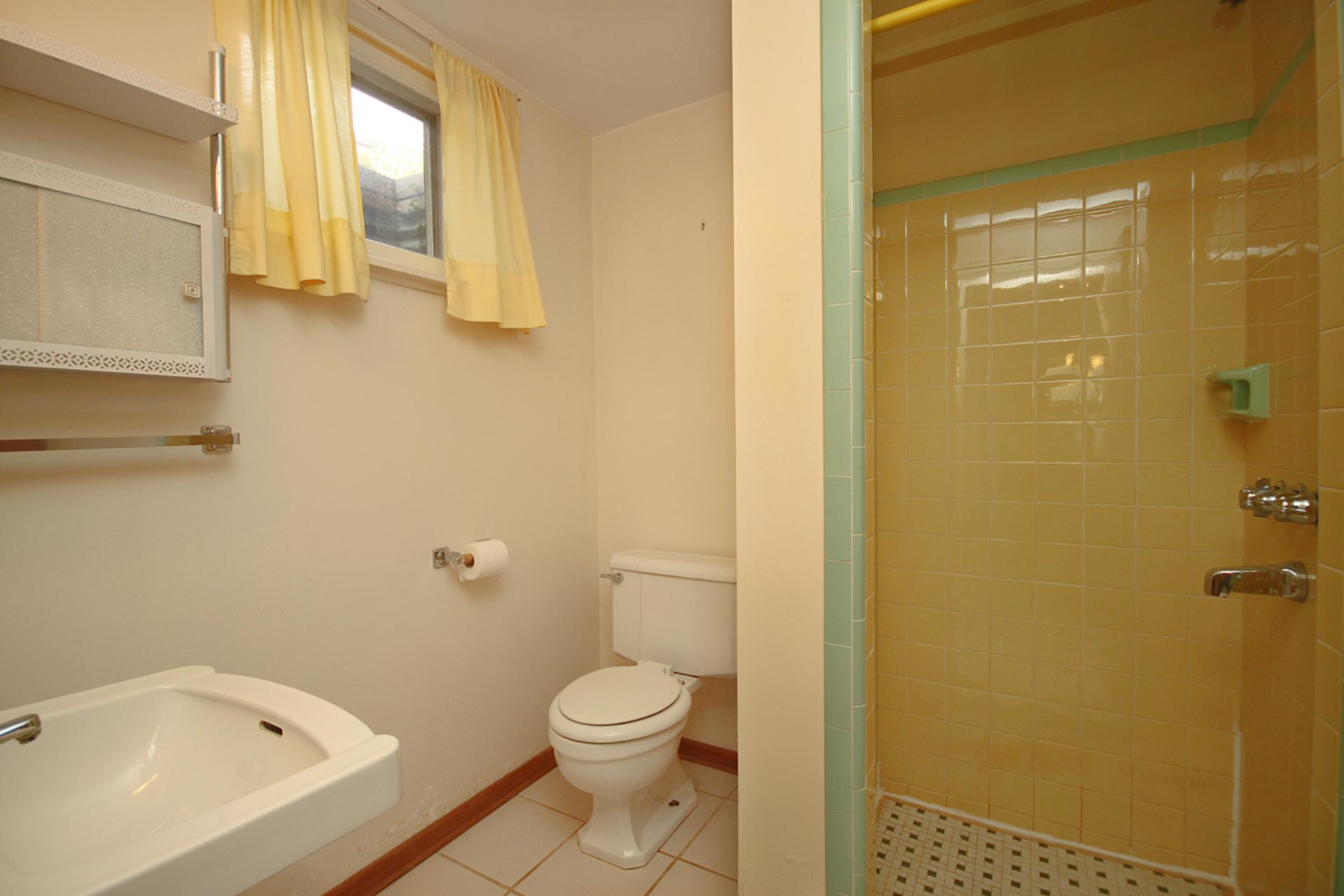 3 Piece Bathroom at 29 Groveland Crescent, Parkwoods-Donalda, Toronto