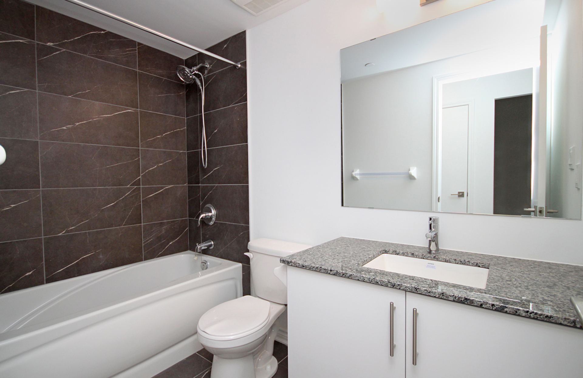 4 Piece Bathroom at 212 - 1 Falaise Road, West Hill, Toronto