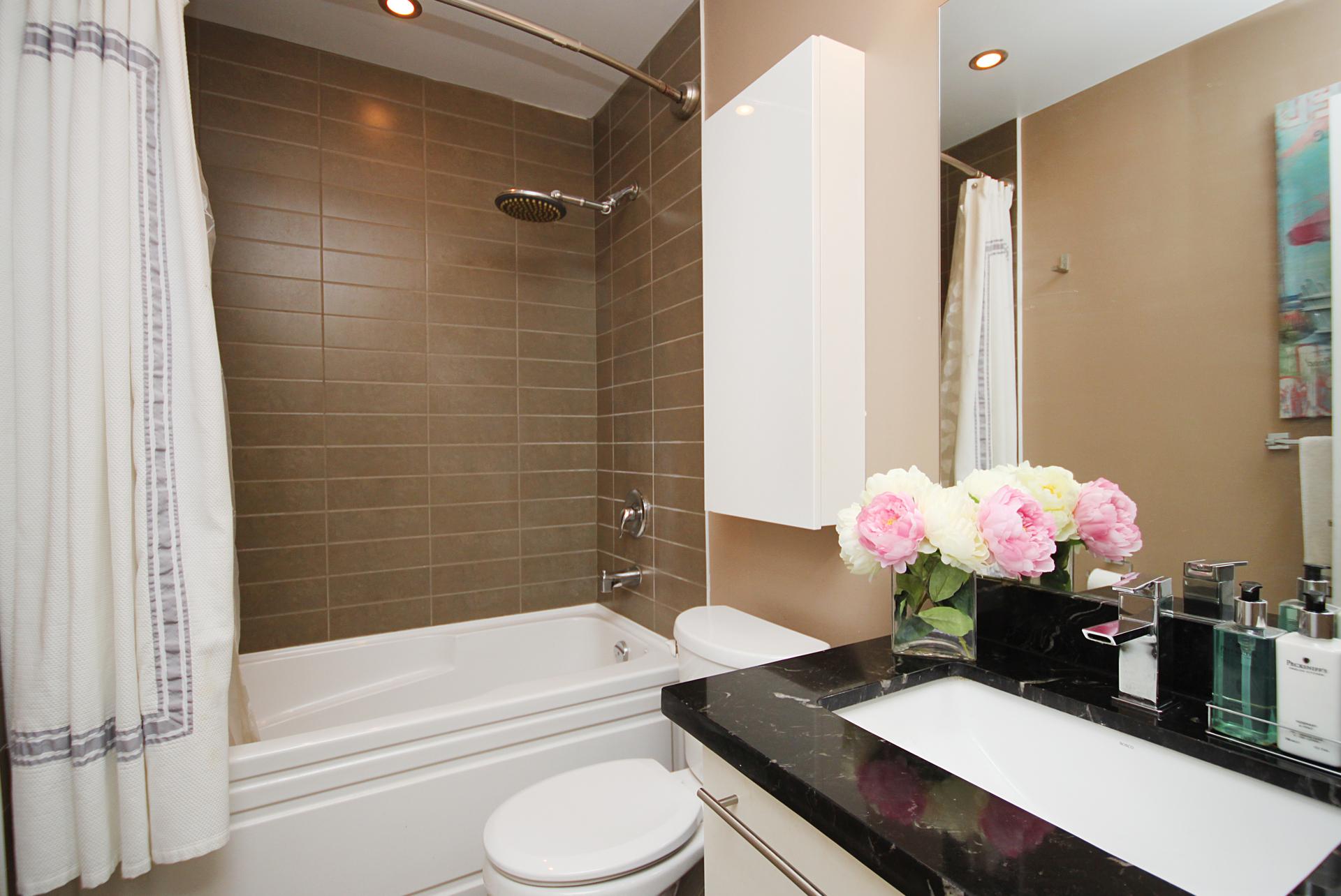 4 Piece Bathroom at 126 - 120 Dallimore Circle, Banbury-Don Mills, Toronto