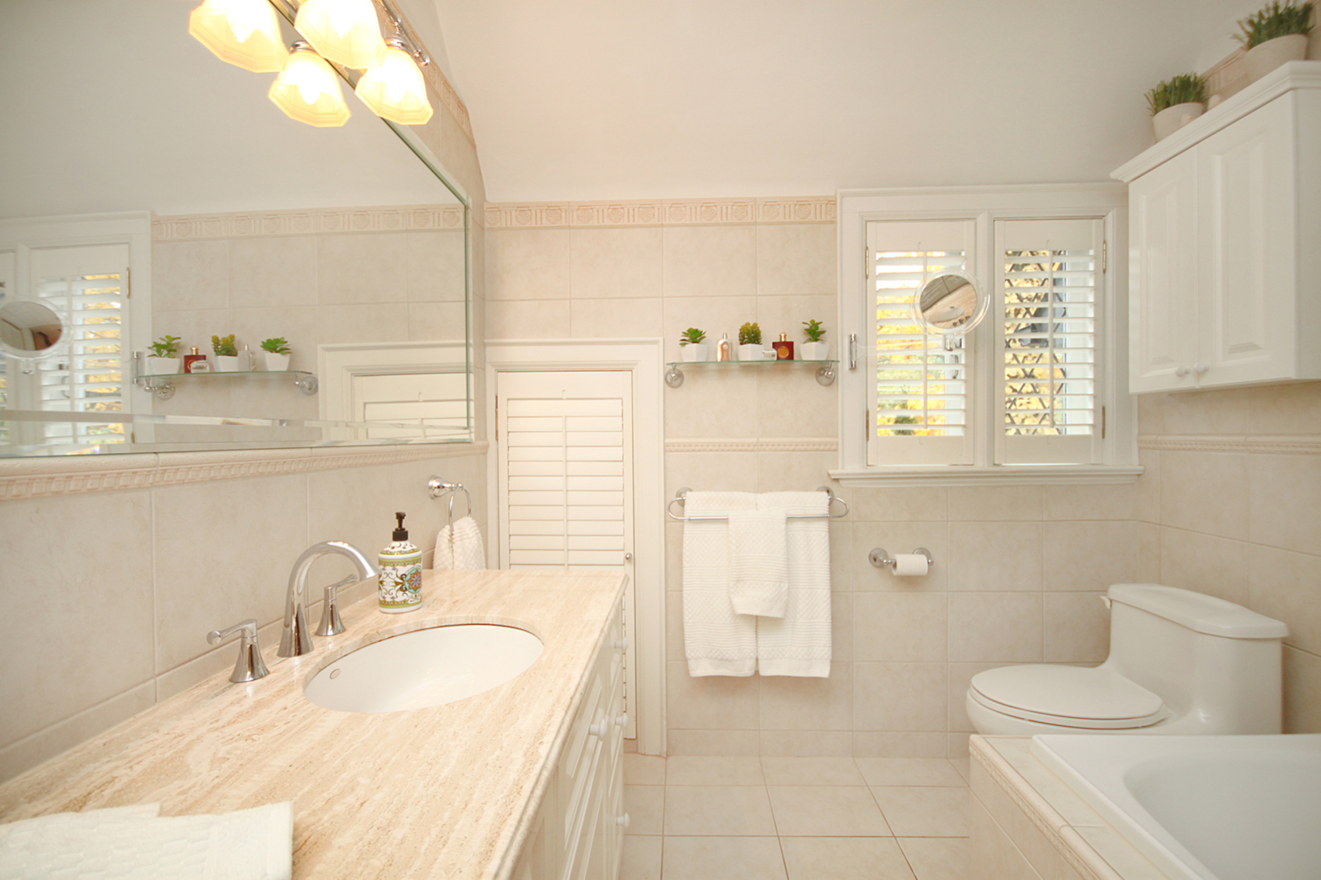4 Piece Bathroom at 348 Glen Manor Drive, The Beaches, Toronto