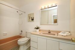 4 Piece Bathroom at 10 - 46 Three Valleys Drive, Parkwoods-Donalda, Toronto