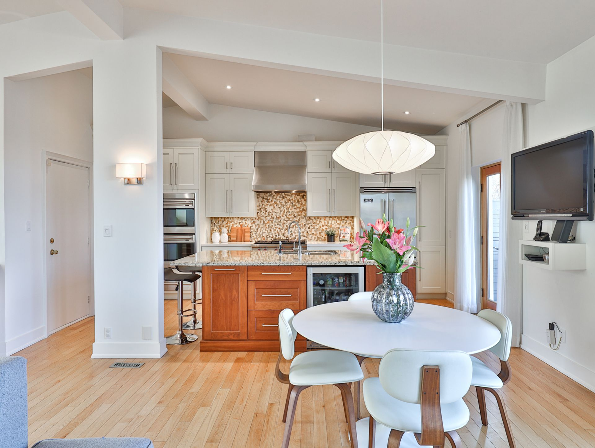 Breakfast Area & Kitchen at 8 Swiftdale Place, Parkwoods-Donalda, Toronto
