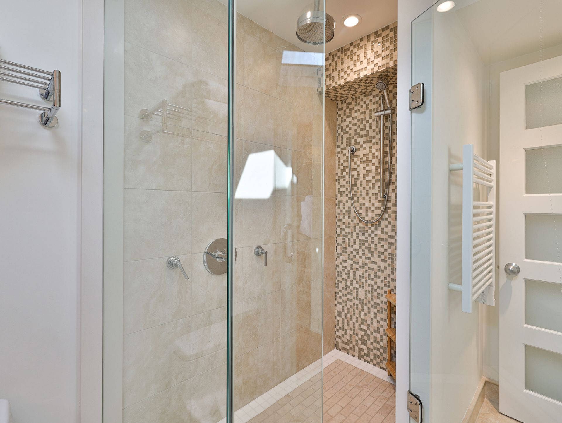 4 Piece Ensuite Bathroom at 8 Swiftdale Place, Parkwoods-Donalda, Toronto