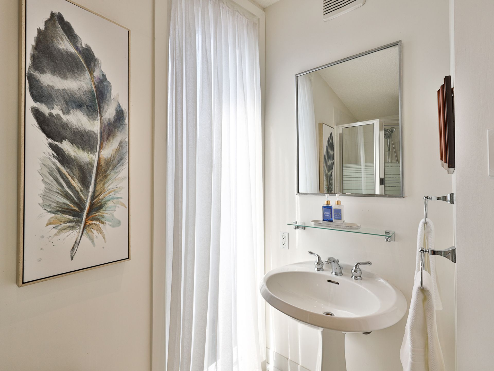 3 Piece Bathroom at 8 Swiftdale Place, Parkwoods-Donalda, Toronto