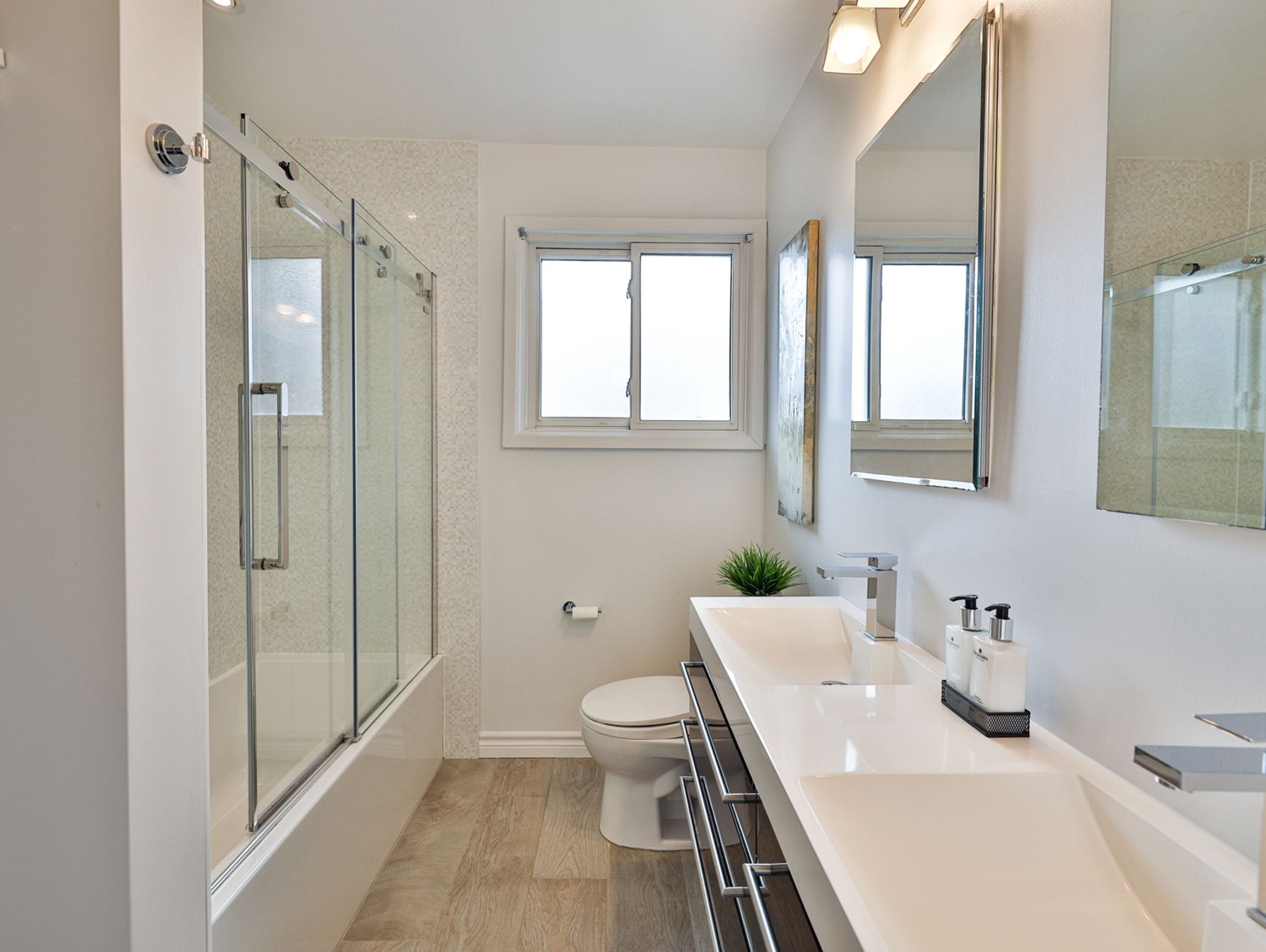 5 Piece Bathroom at 62 Overbank Crescent, Parkwoods-Donalda, Toronto
