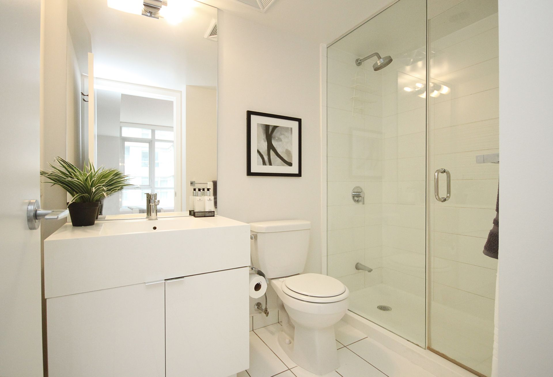 3 Piece Ensuite Bathroom at 632 - 15 Iceboat Terrace, Waterfront Communities C1, Toronto