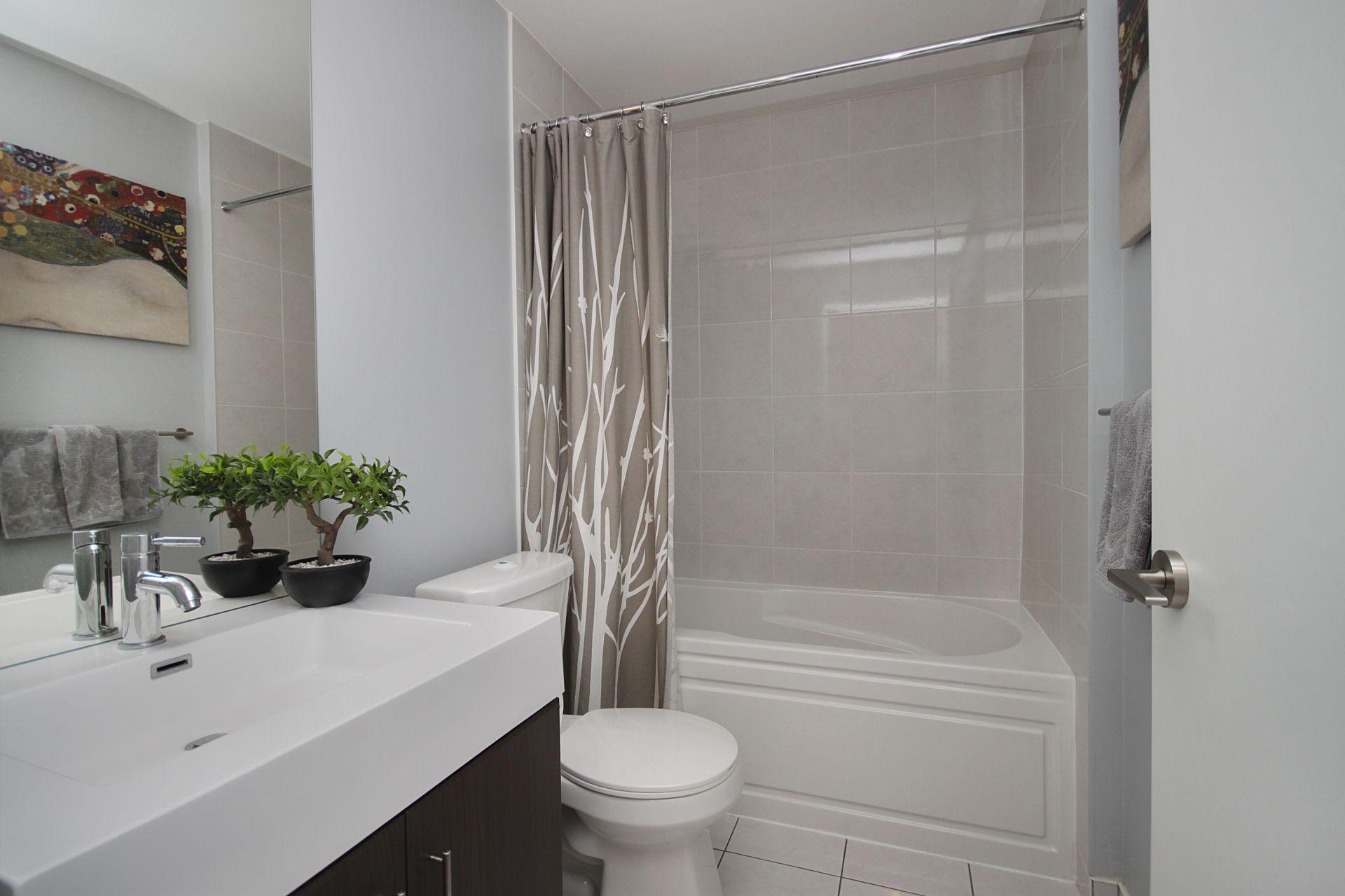 4 Piece Bathroom at 124 - 35 Brian Peck Crescent, Leaside, Toronto