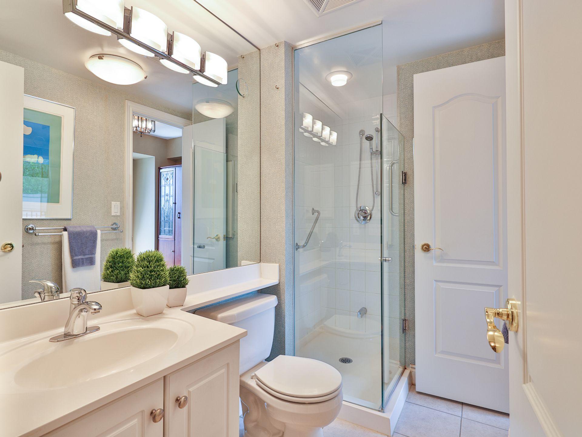 3 Piece Semi Ensuite Bathroom at 914 - 38 William Carson Crescent, St. Andrew-Windfields, Toronto