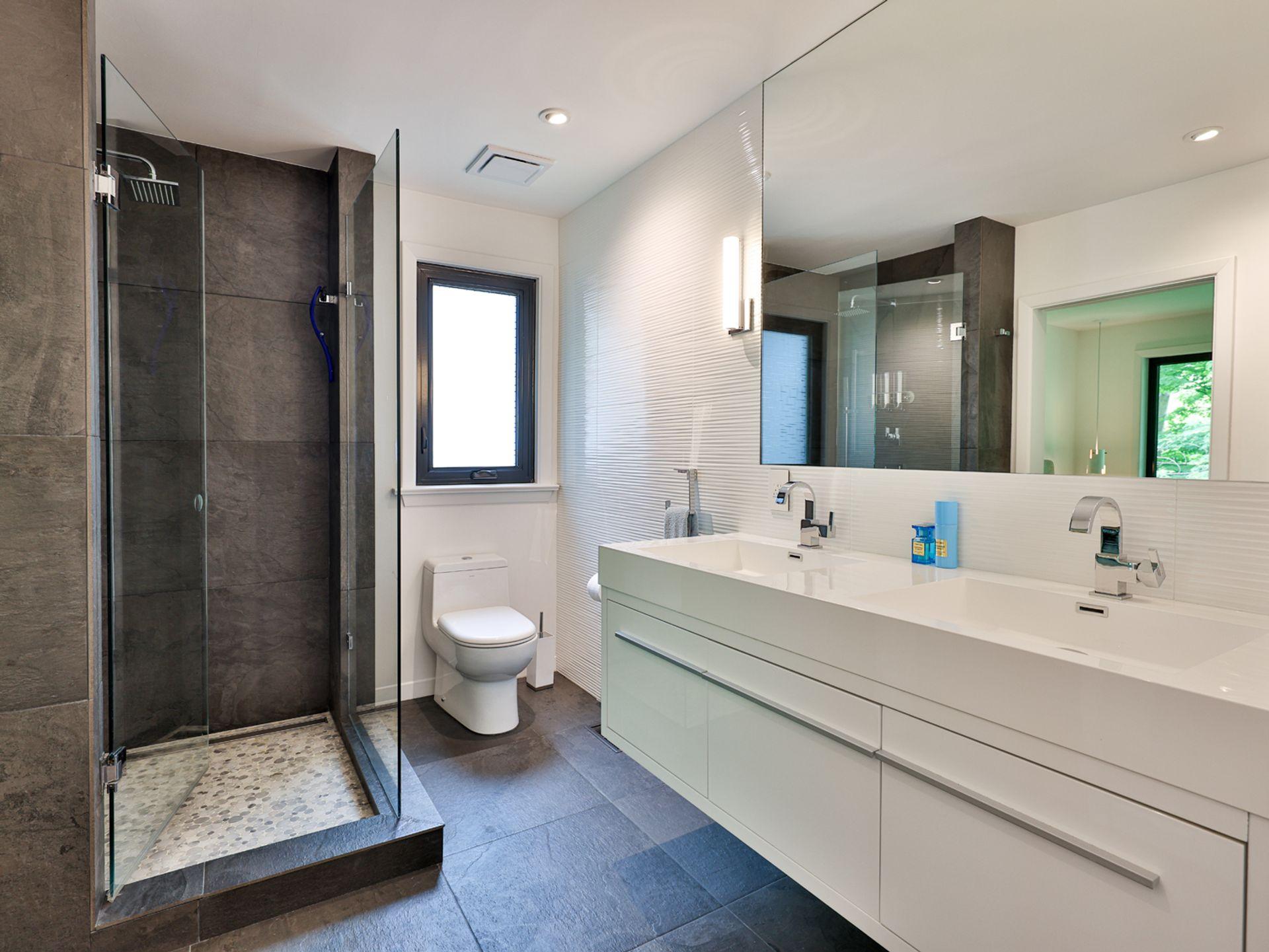 4 Piece Bathroom at 33 Sagebrush Lane, Parkwoods-Donalda, Toronto