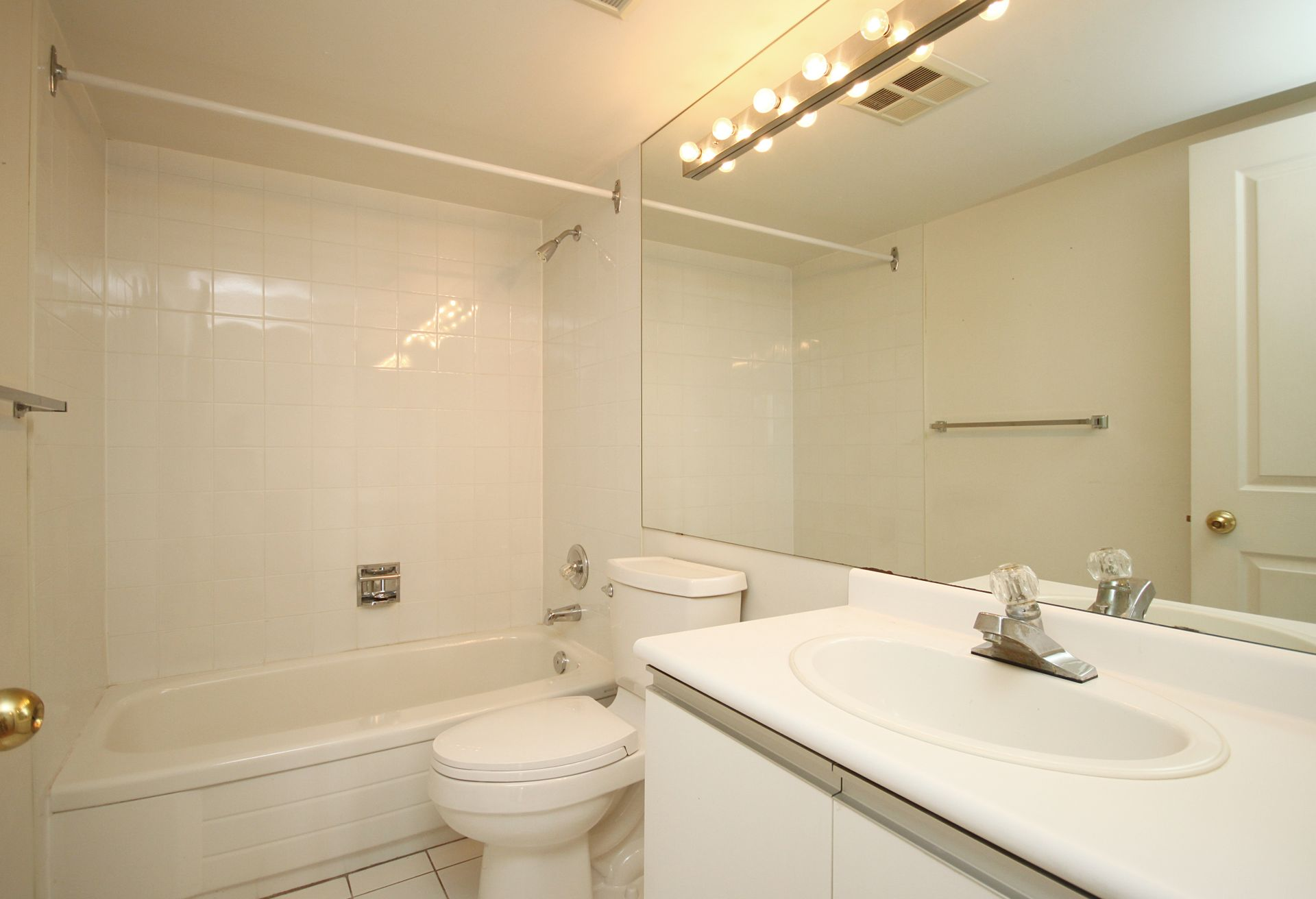 4 Piece Bathroom at PH211 - 1121 Steeles Avenue W, Westminster-Branson, Toronto
