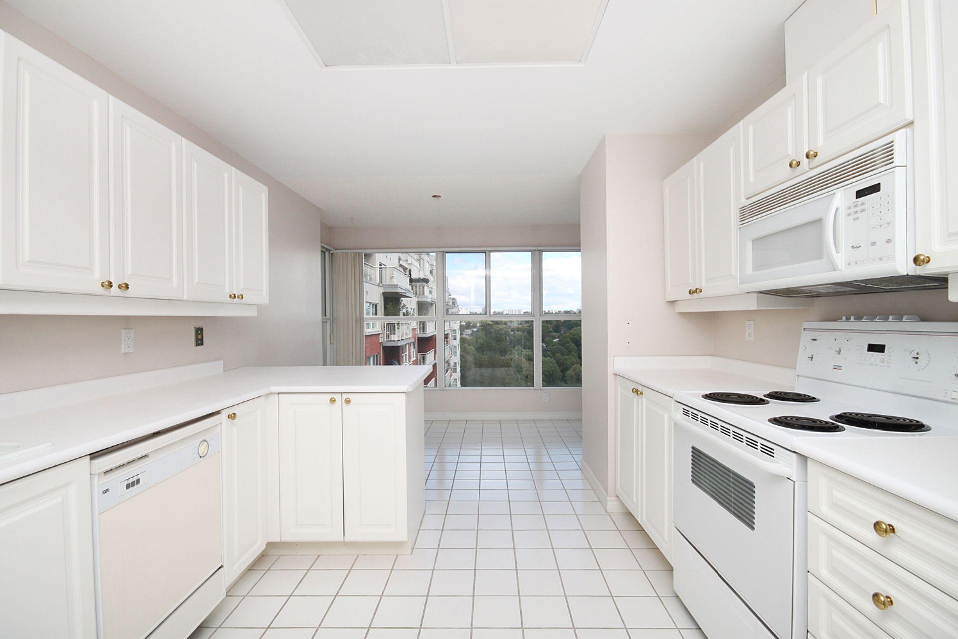 Kitchen at 810 - 18 Concorde Place, Banbury-Don Mills, Toronto