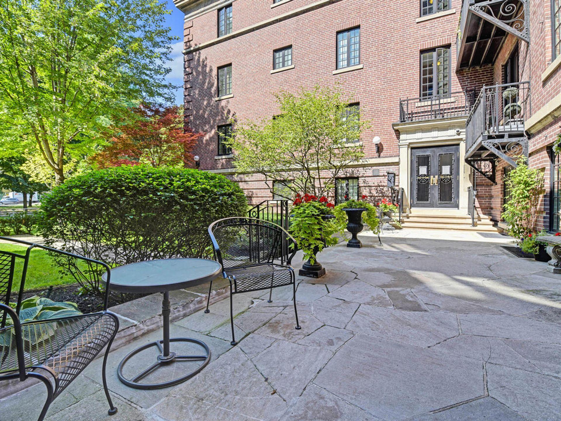 Courtyard at 305 - 150 St. Clair Avenue W, Yonge-St. Clair, Toronto