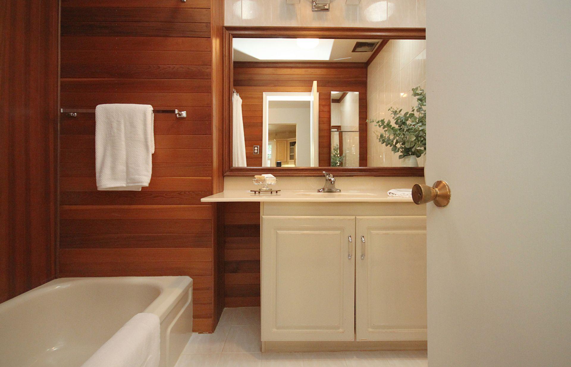 4 PIece Bathroom at 33 Combermere Drive, Parkwoods-Donalda, Toronto