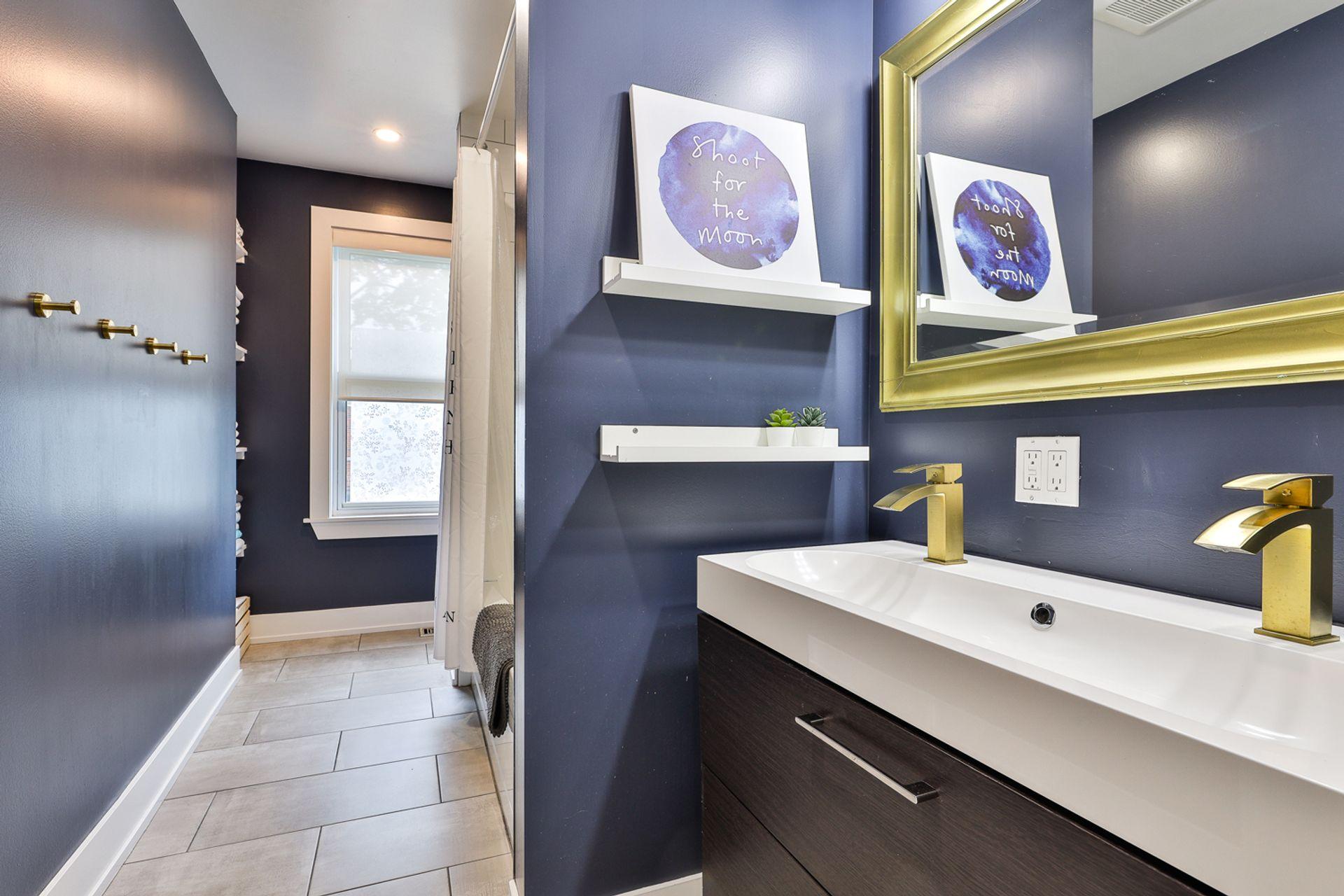 5 Piece Bathroom at 497 St. Johns Road, Lambton Baby Point, Toronto
